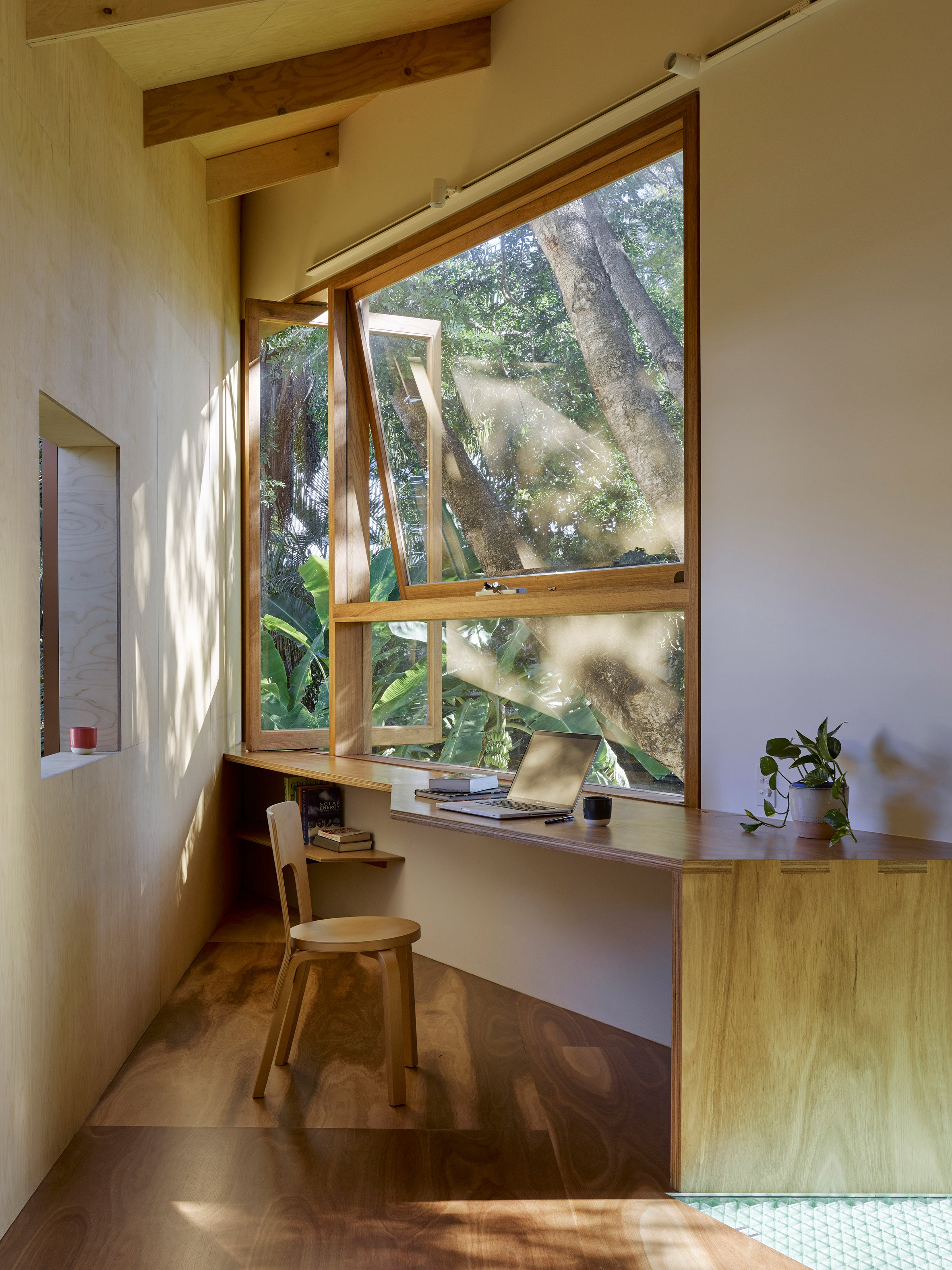 Tiny home meets treehouse in this angular backyard extension