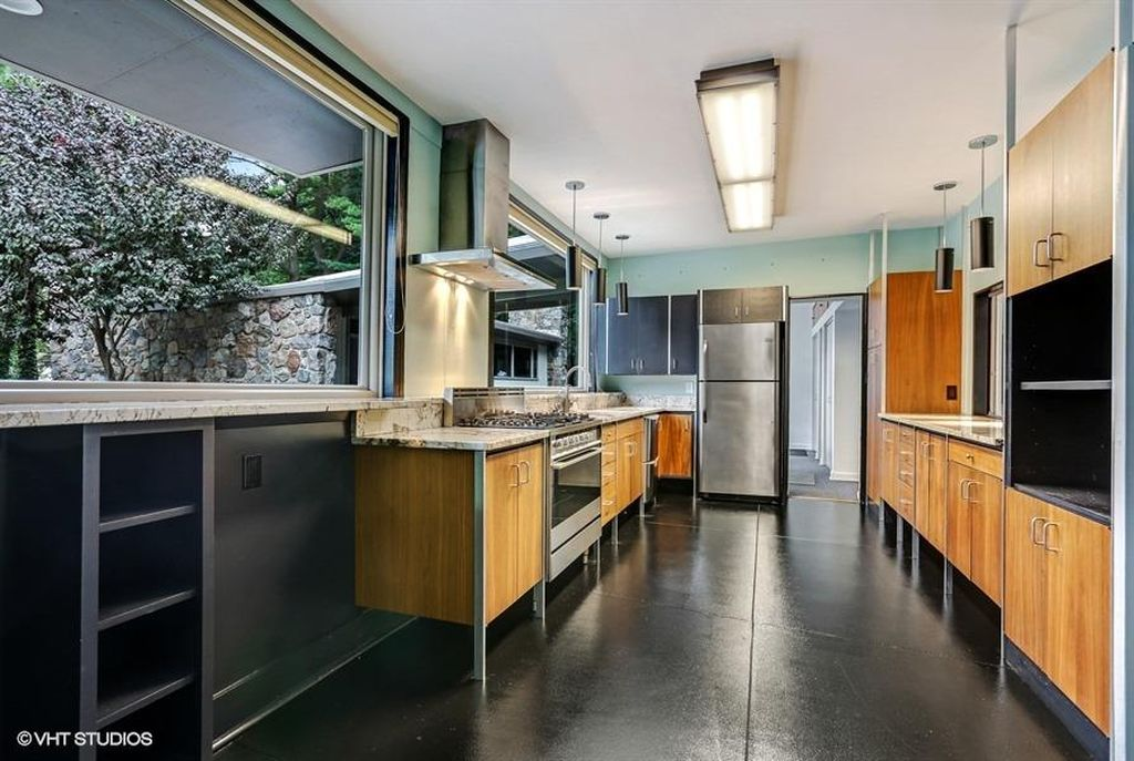 Modernist Keck & Keck escape in Indiana lists for $399K