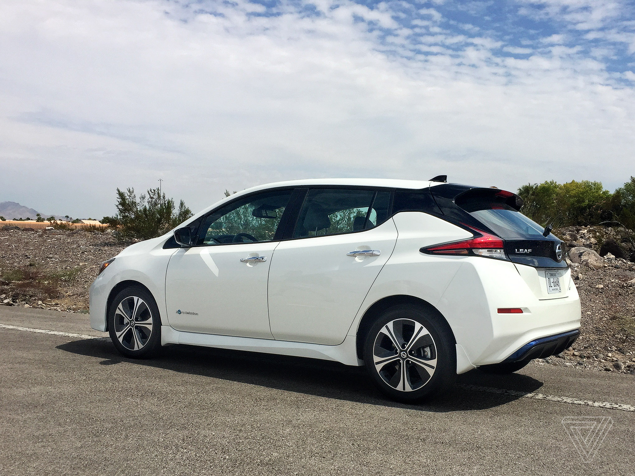 2018 nissan leaf first drive better without branching out. Black Bedroom Furniture Sets. Home Design Ideas