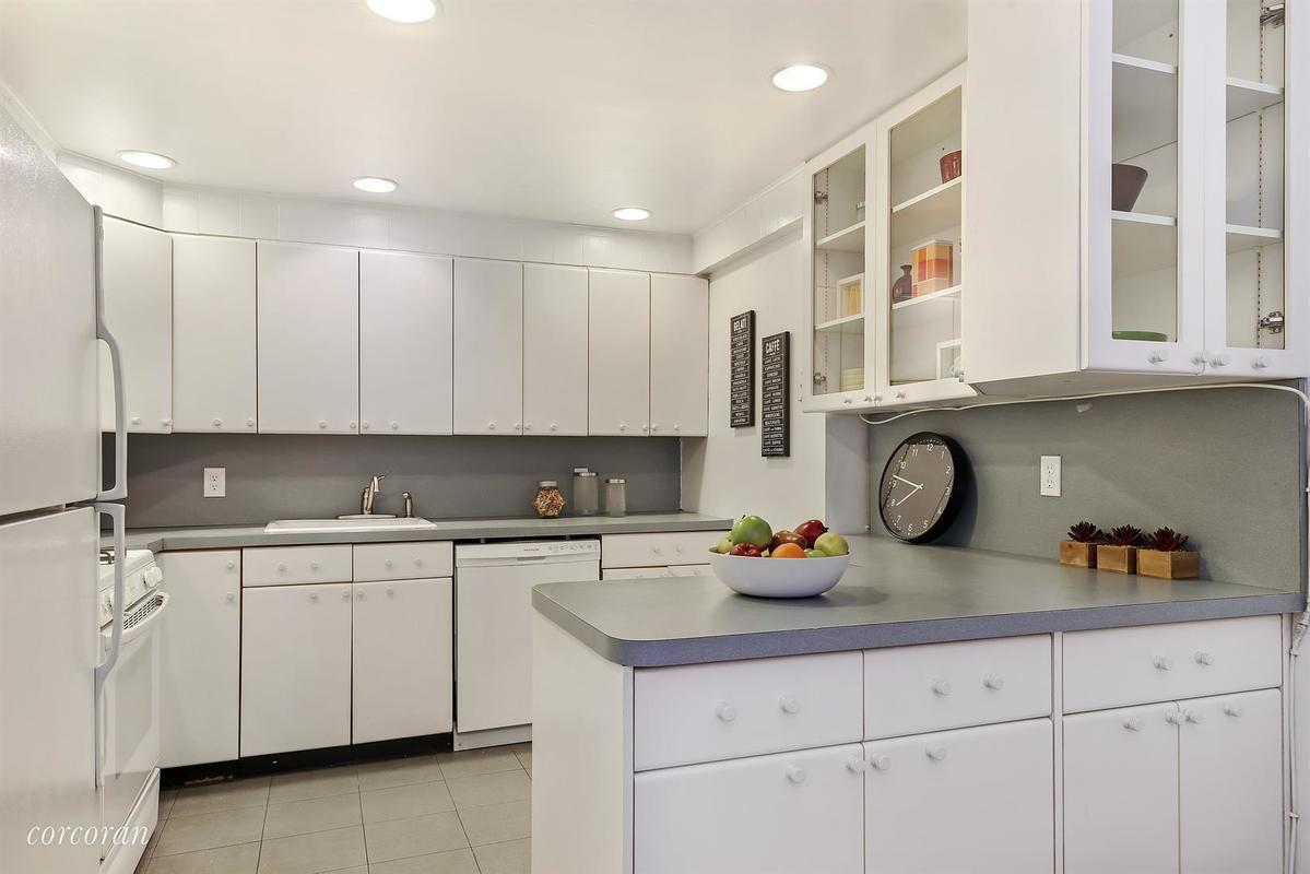 Enchanting prewar cobble hill co op with private parking for Kitchen cabinets 65th street brooklyn