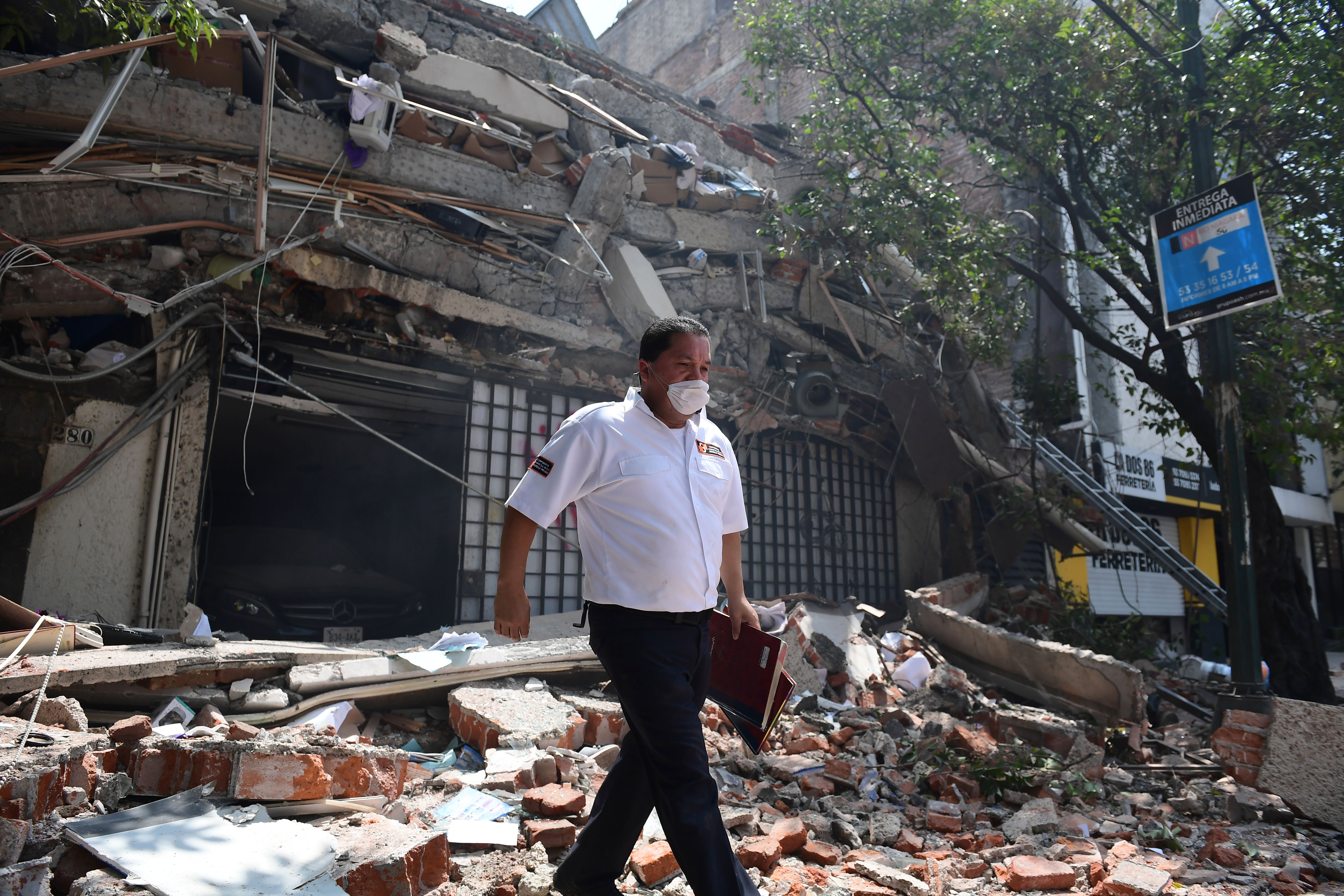 Map Us Before Mexican War%0A A security guard walks over debris of a collapsed building  RONALDO  SCHEMIDT AFP Getty Images