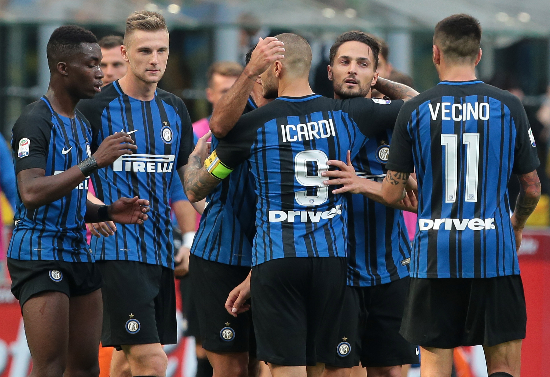El Inter gana con lo justo al Génova (1-0) para seguir a dos puntos de la cabeza