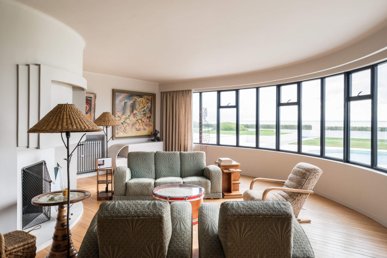 Home moderne fabulous home moderne with home moderne for Streamline luxury suites