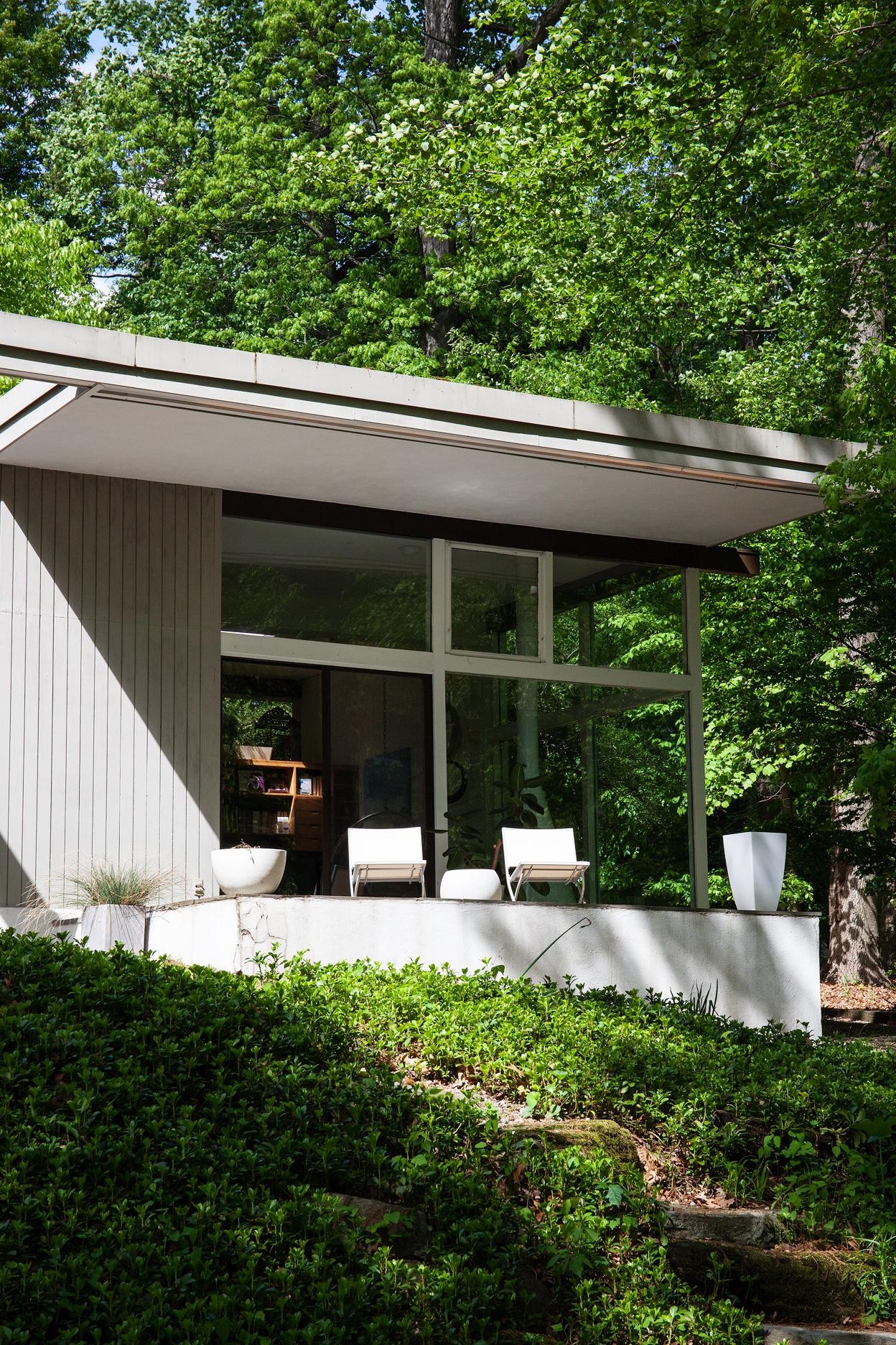 richard neutra house in pennsylvania gets a sensitive modern