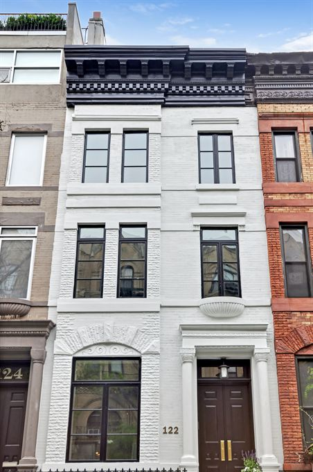 At 3 9m east harlem townhouse is neighborhood s priciest for Townhouses for sale in harlem