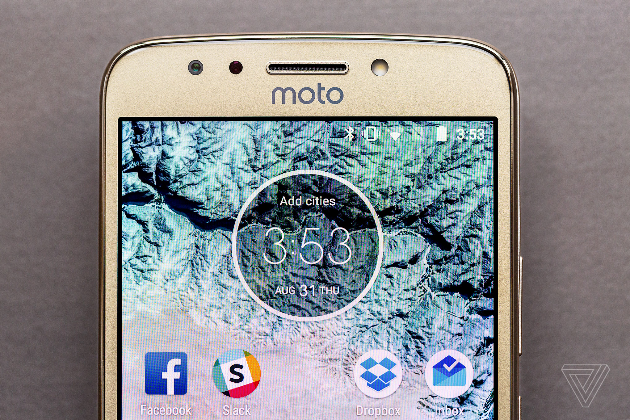 motorola moto e4. lenovo stuck with the big bezel look for moto e4 and plus, it has a metal unibody design, which is serviceable but isn\u0027t really appealing or motorola