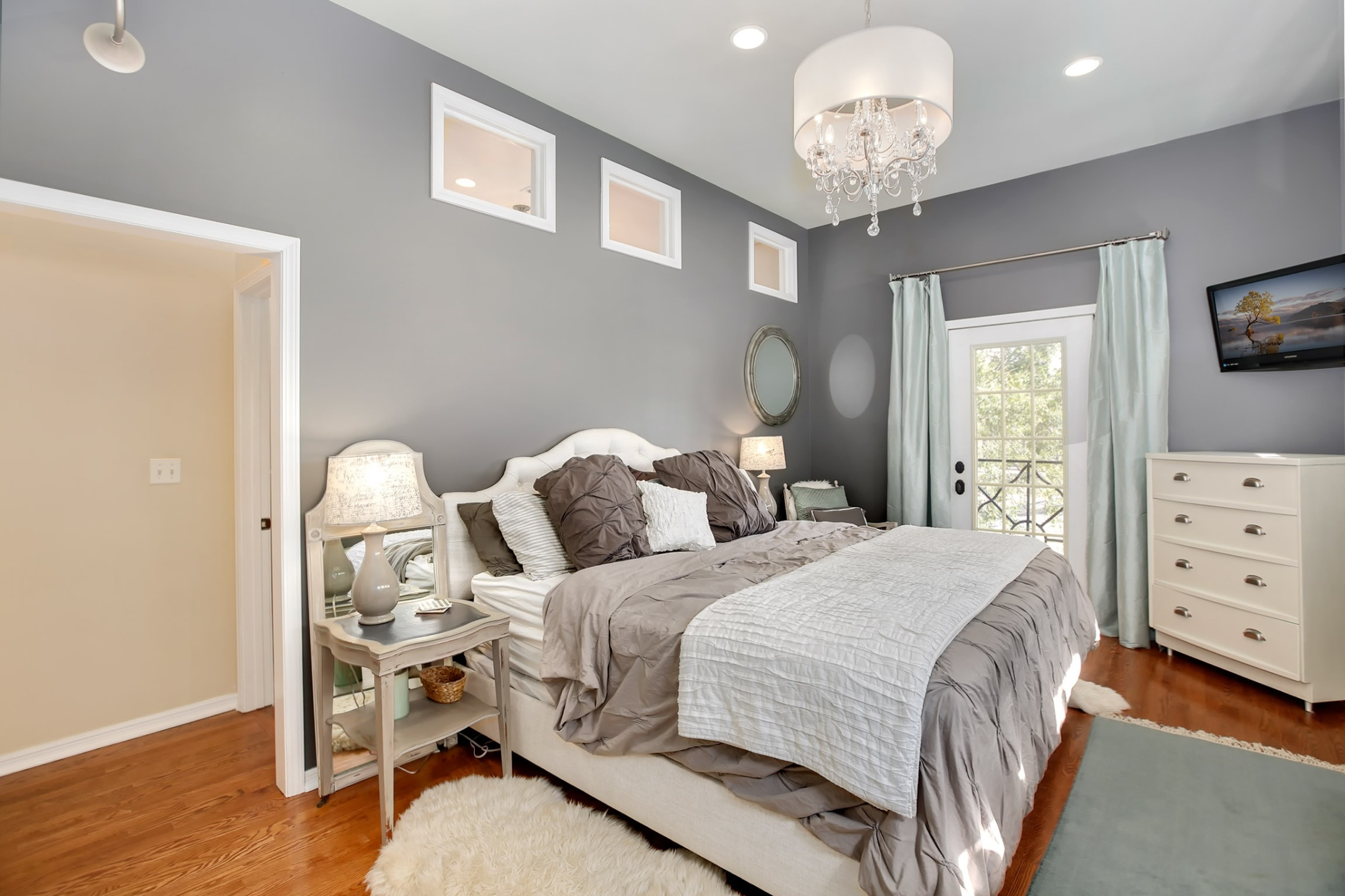 Updated Bronzeville four-bedroom with fresh decor lists for $468K