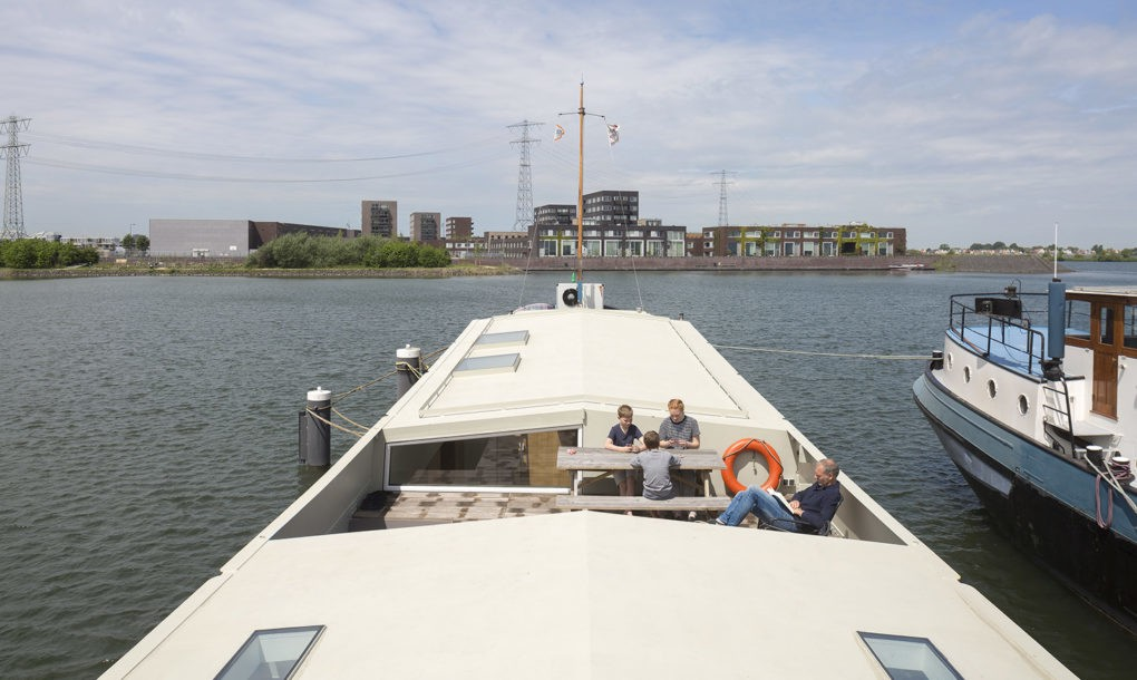 Modern home designed in a 1950s cargo ship curbed for Minimalist house boat