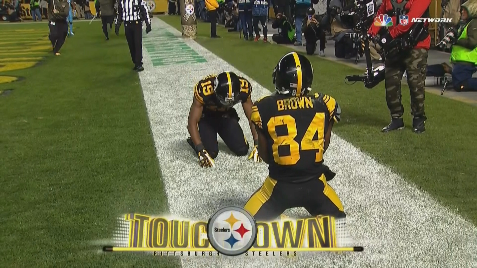 Antonio Brown catch Steelers WR uses helmet and one hand for TD