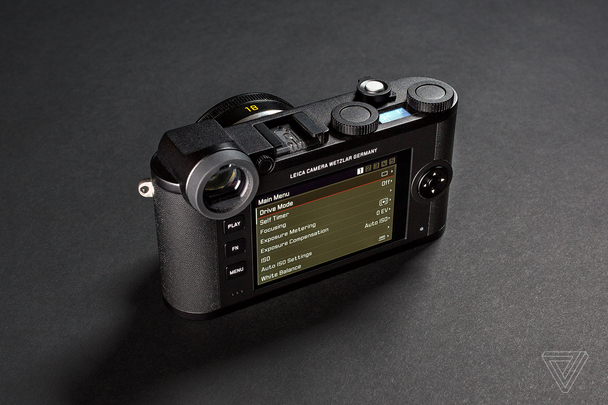 Leica S New Cl Is A Small Mirrorless Camera With Vintage