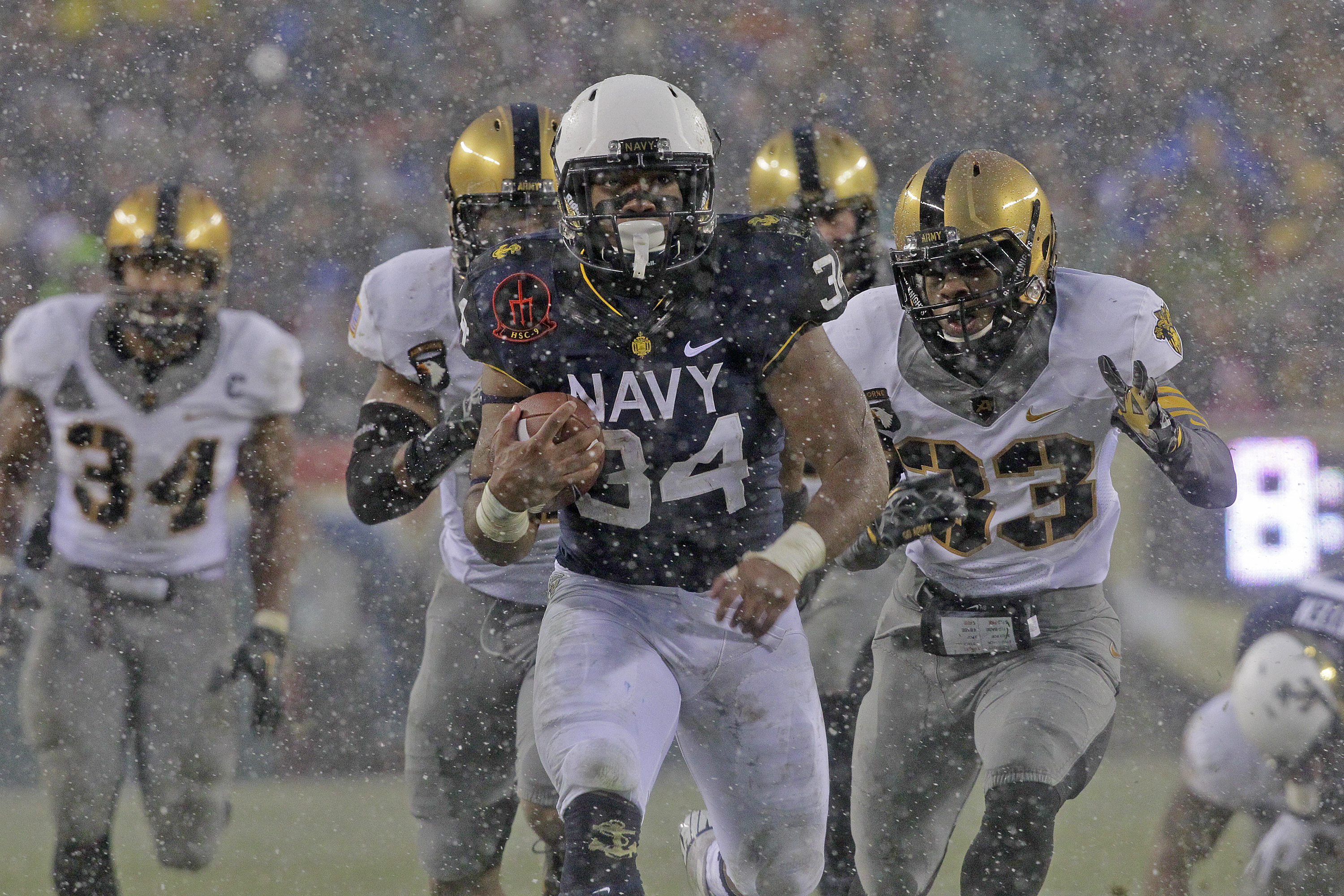 Army-Navy at the half: Mids lead a slugfest, 10-7
