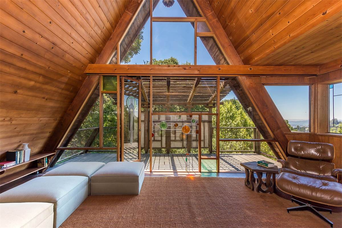 The 10 best midcentury modern homes of 2017 curbed for Modern a frame homes