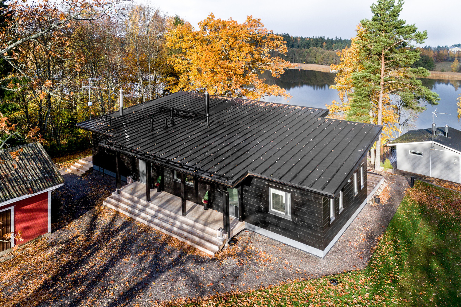 Modern log home heats things up in icy finland curbed for Modern log cabin homes
