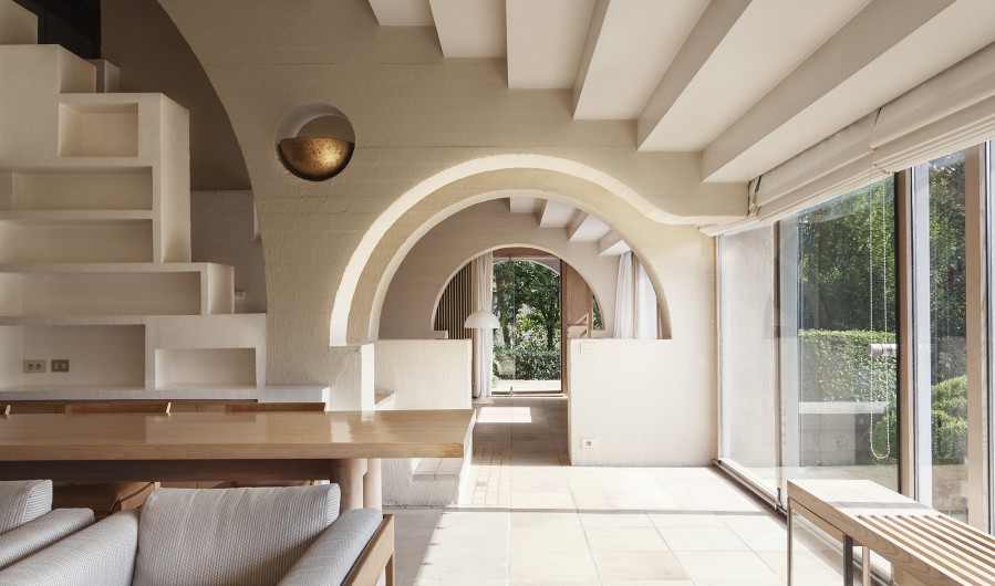 Concrete Can Do Curves, Too, As Evidenced By This Extraordinary 1980 Home  Whose Facades Were Poured And Cast On Site. Enchanting Details Abound, Like  A ...