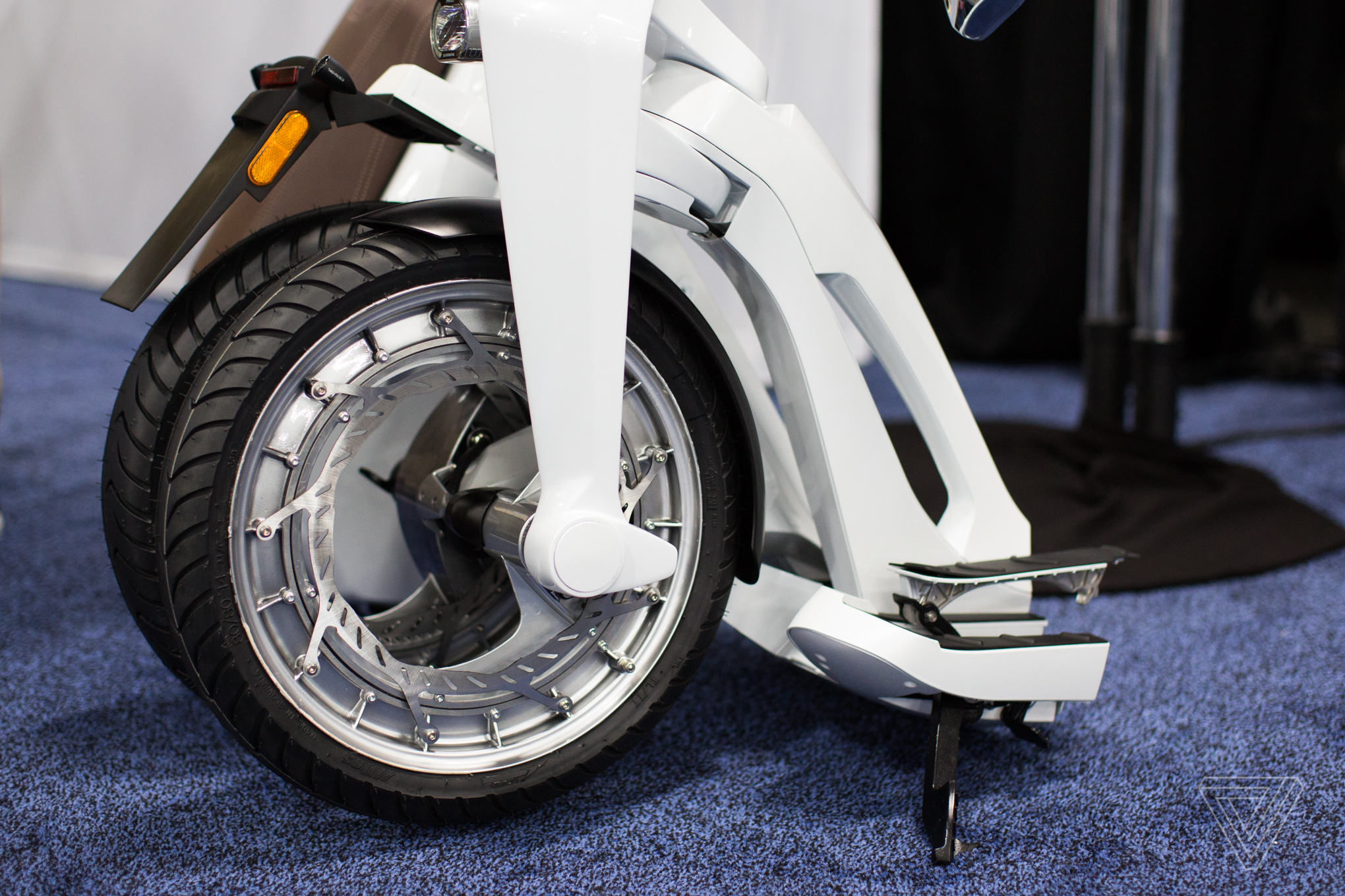 foldable electric scooters keep getting weirder at ces. Black Bedroom Furniture Sets. Home Design Ideas