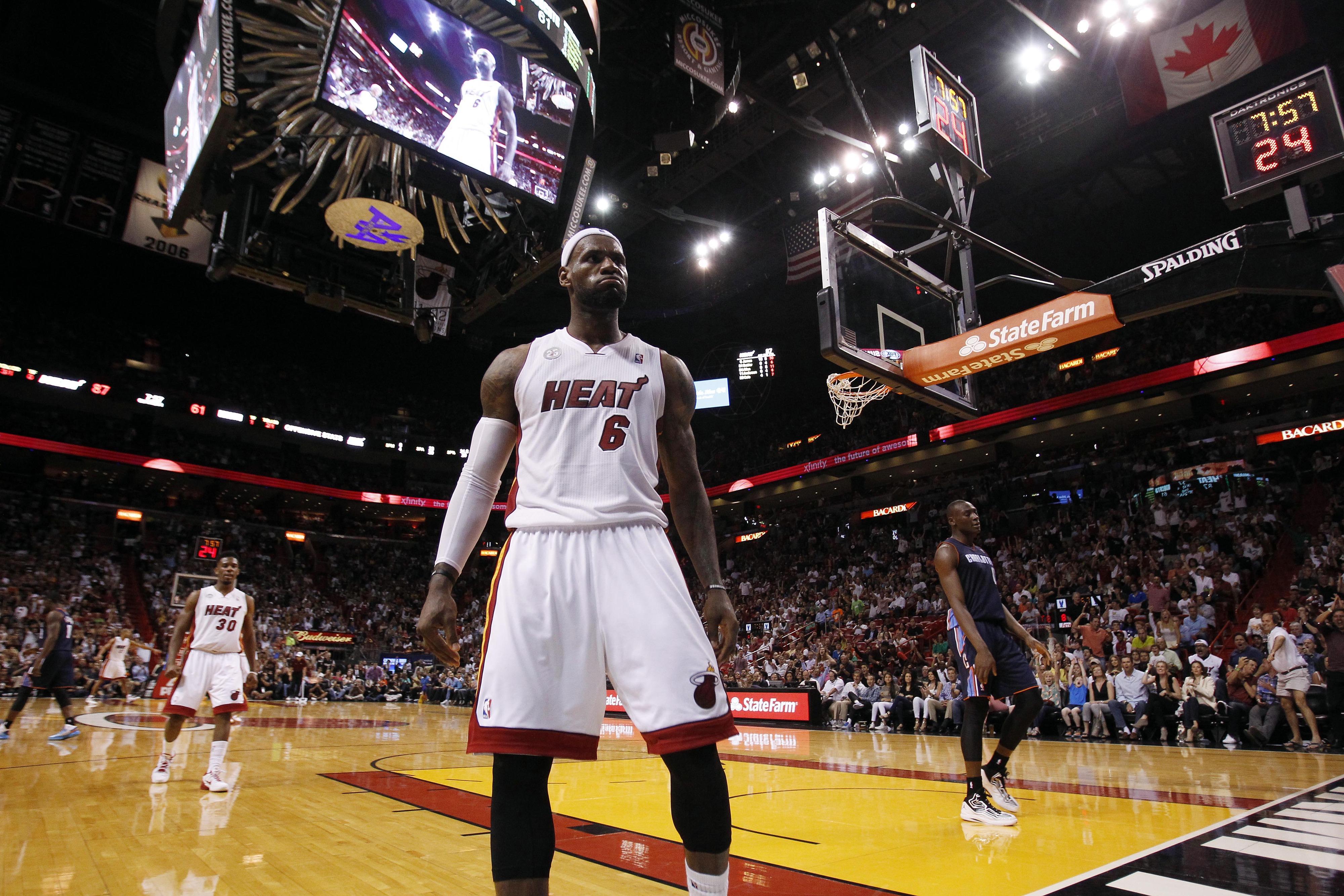 NBA scores: Heat win 26th straight, Rockets tip Spurs