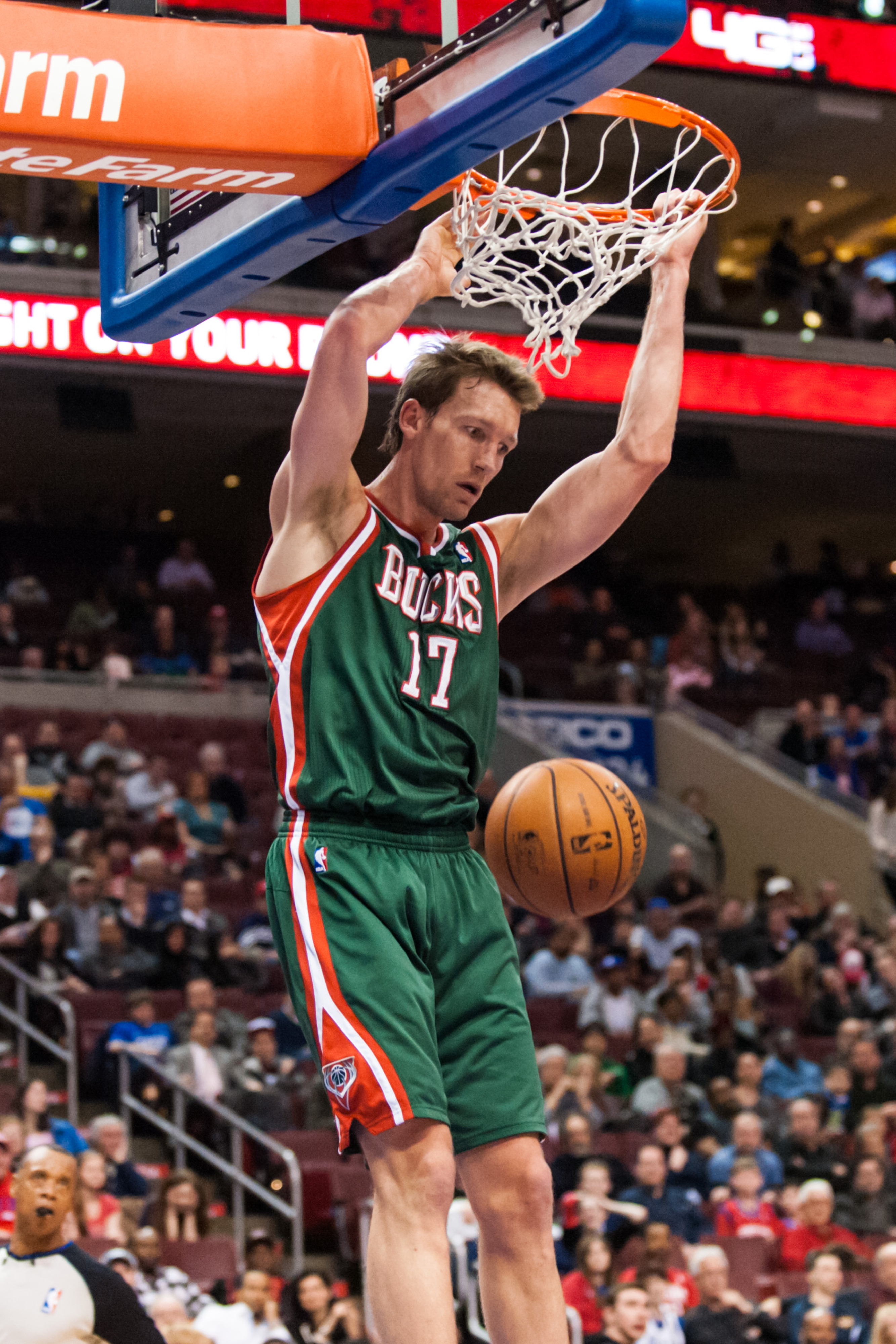 Mike Dunleavy two-hand dunk alert.
