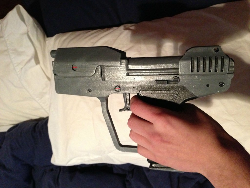 Halo fan re-creates Halo: Combat Evolved pistol with 3D printer