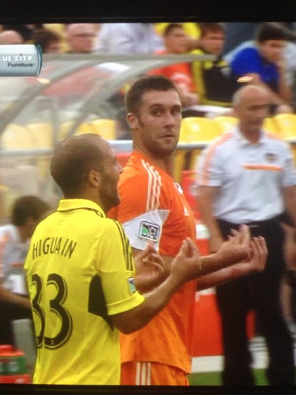 Best screen capping join ever as Bruin attempts to talk to Higuain