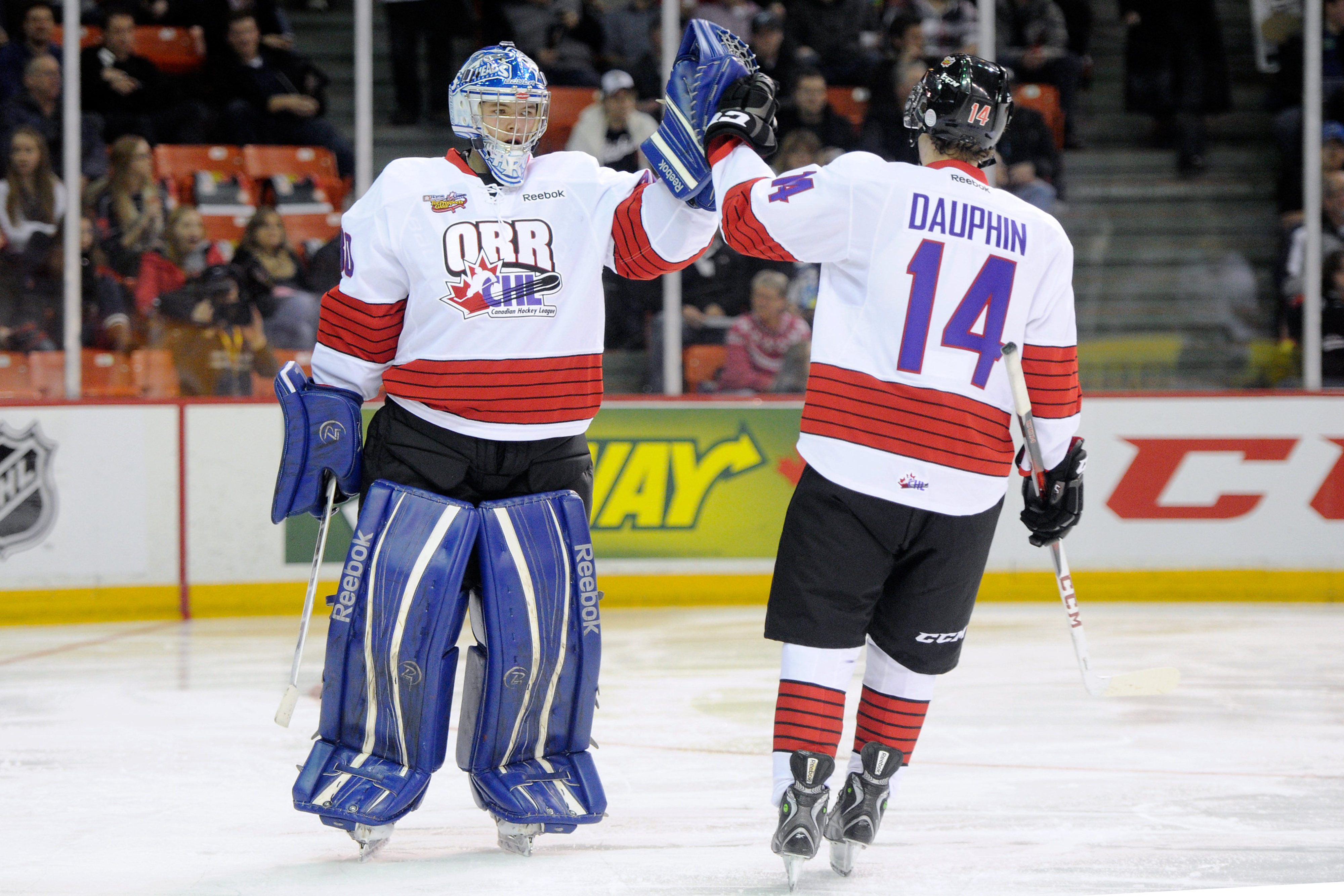 Confirmed: Laurent Dauphin can give a goalie a high-five on the ice.   He was Hunter Shinkaruk's replacement in this year's Top Prospect Game.