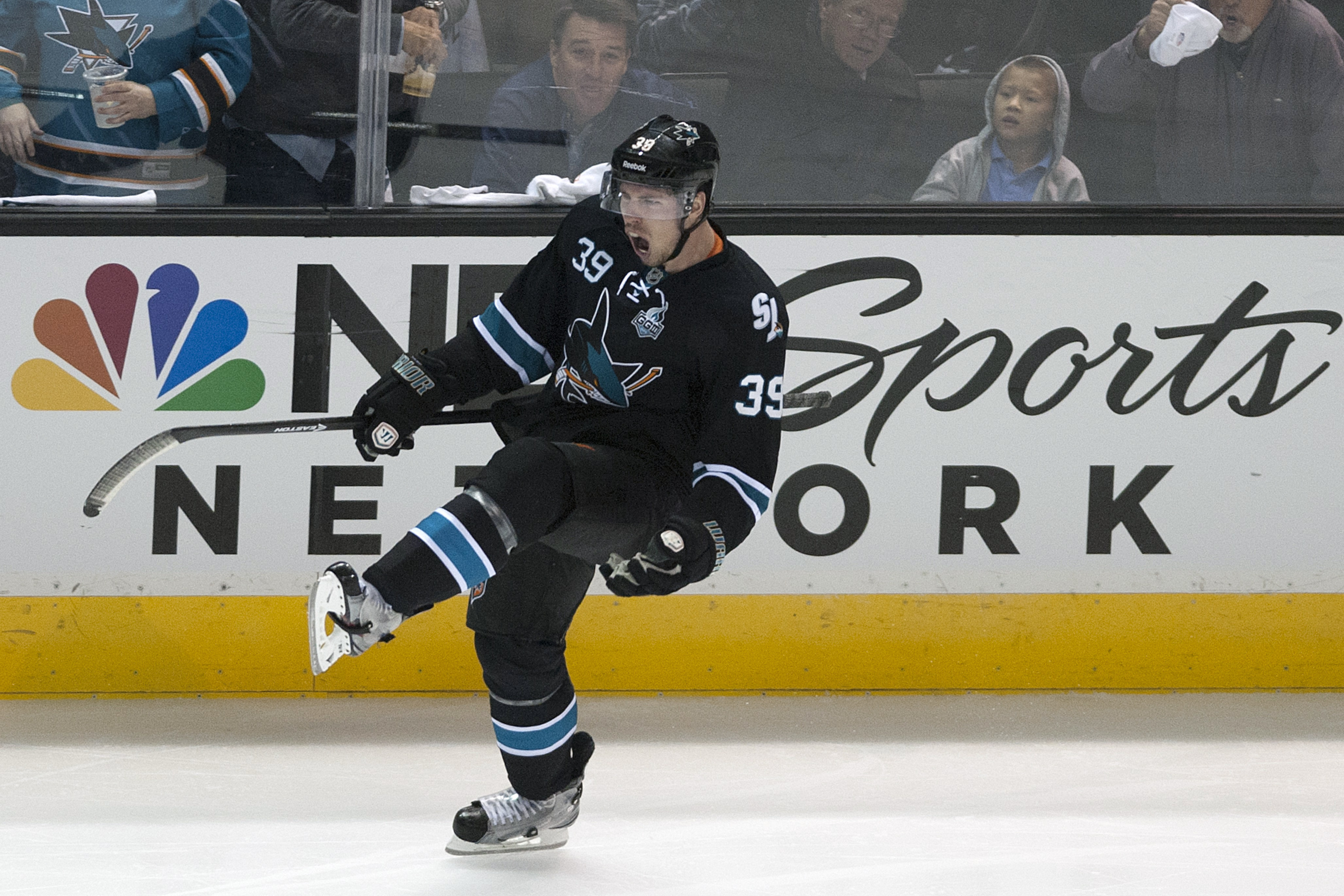 Logan Couture celebrating his new deal