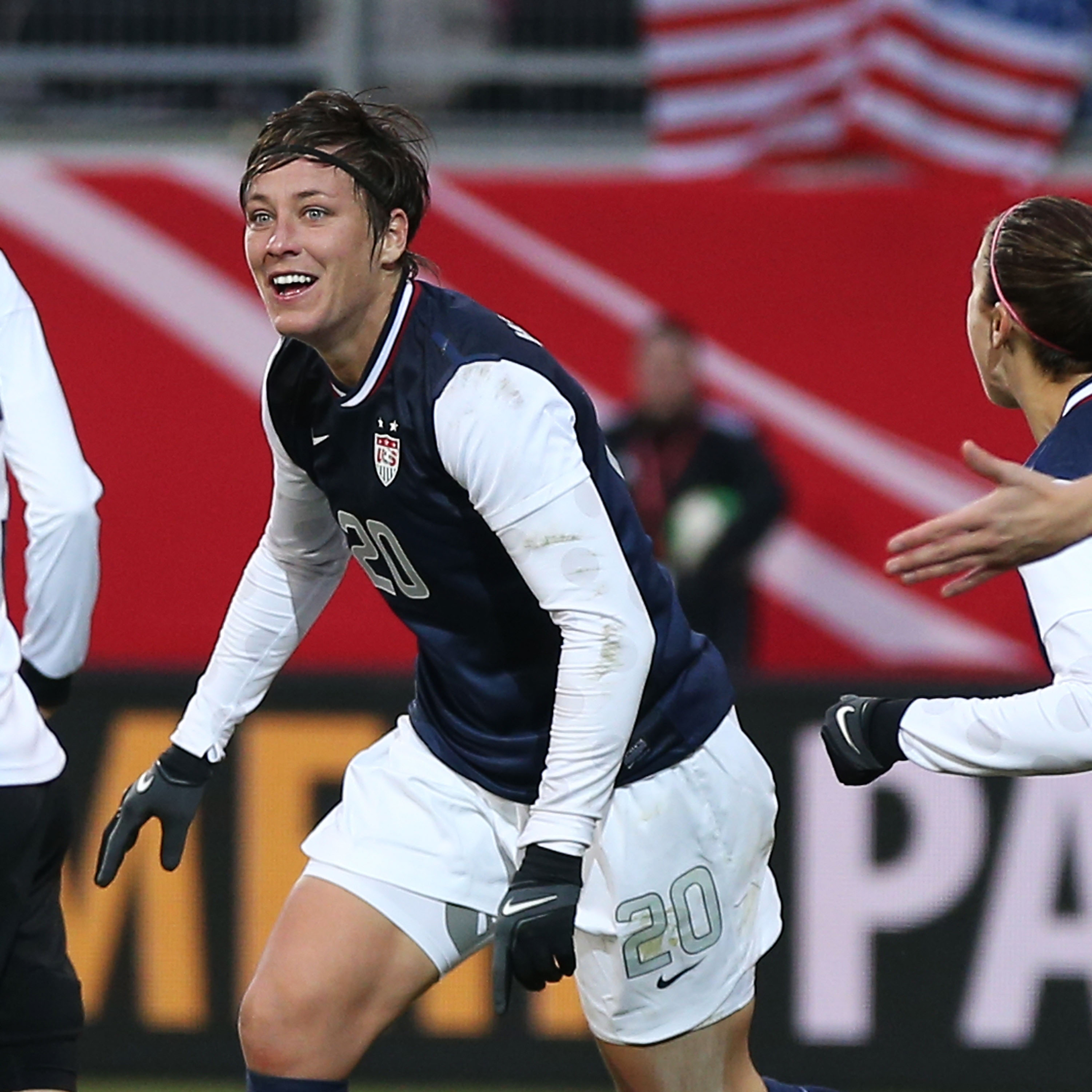 Abby Wambach breaks international goal-scoring record