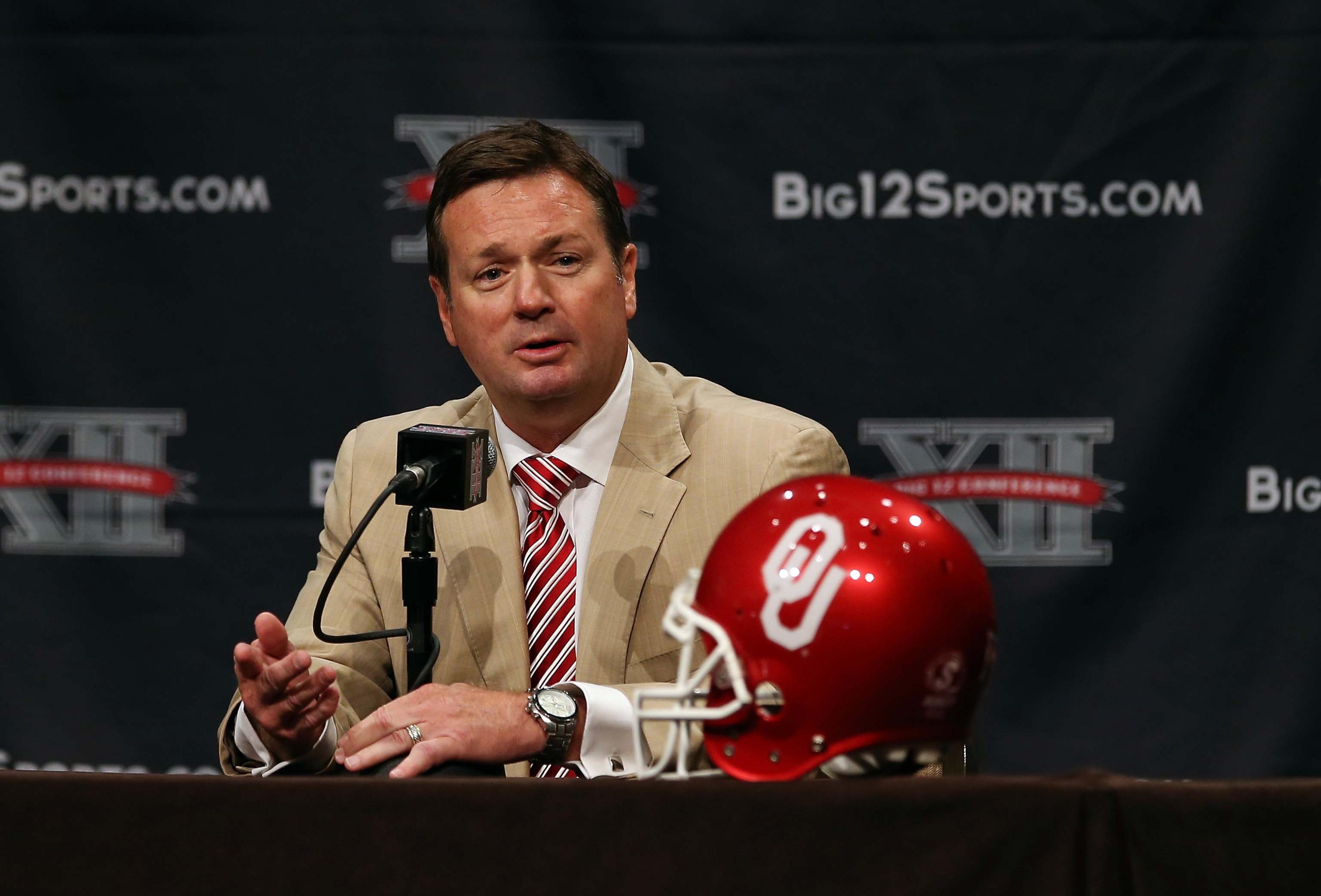 Oklahoma extends Bob Stoops through 2020