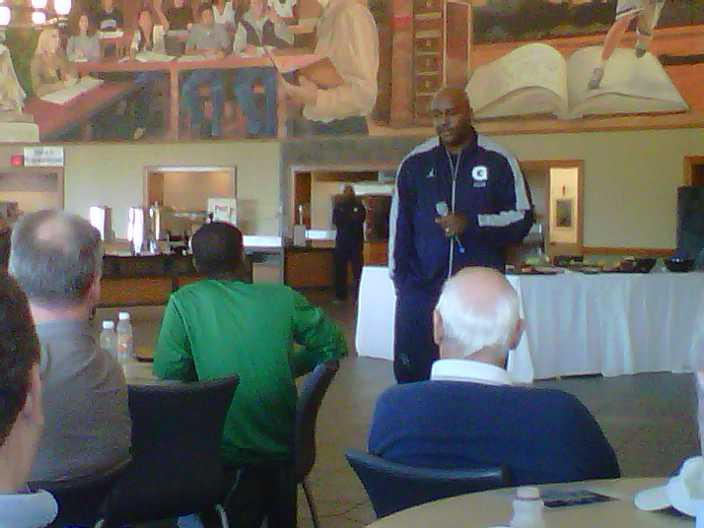 JT3 addresses the Hoya Hoop Club at the annual Open Practice