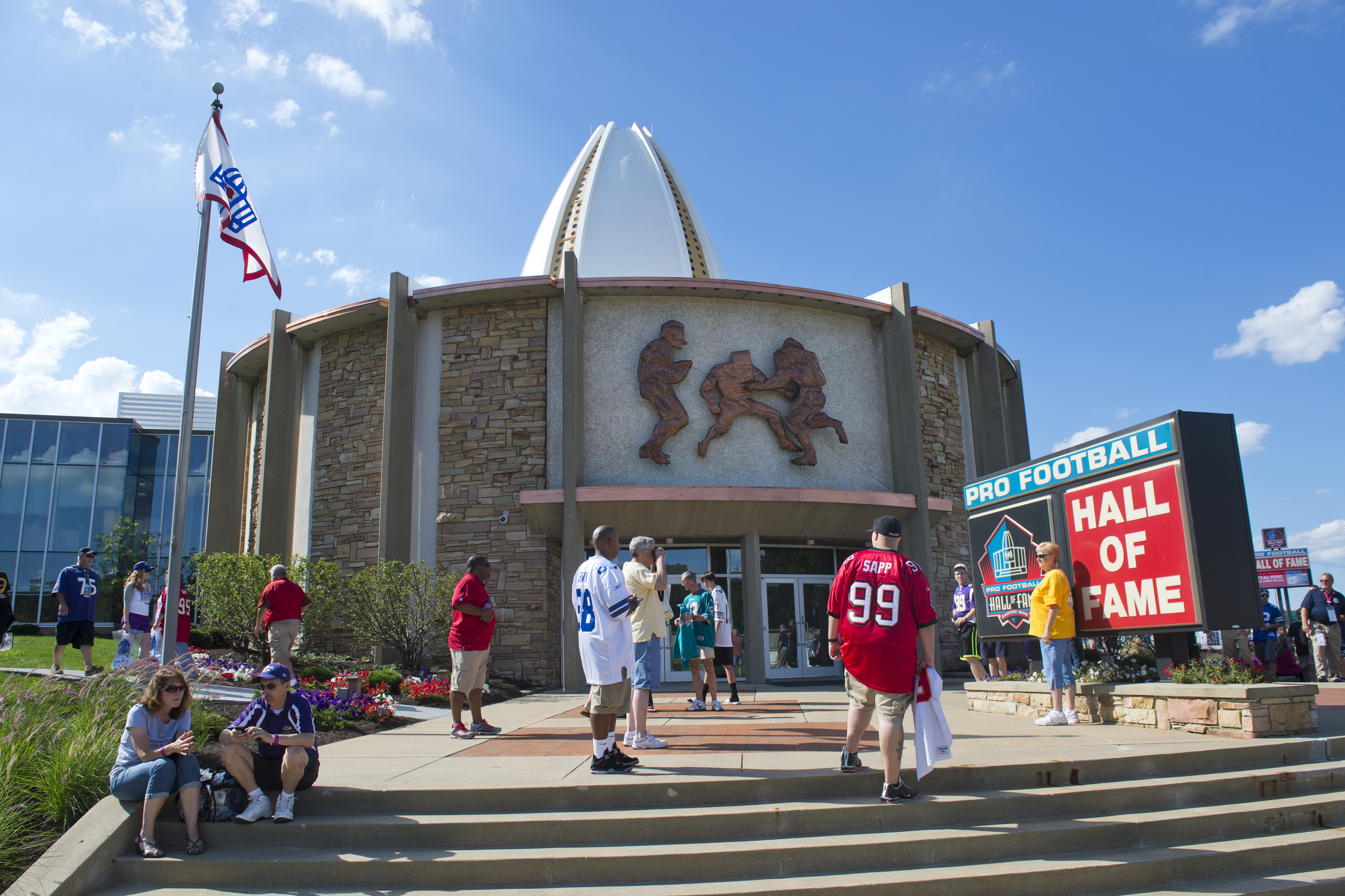 Art Donovan, NFL Hall of Famer, dies at 89