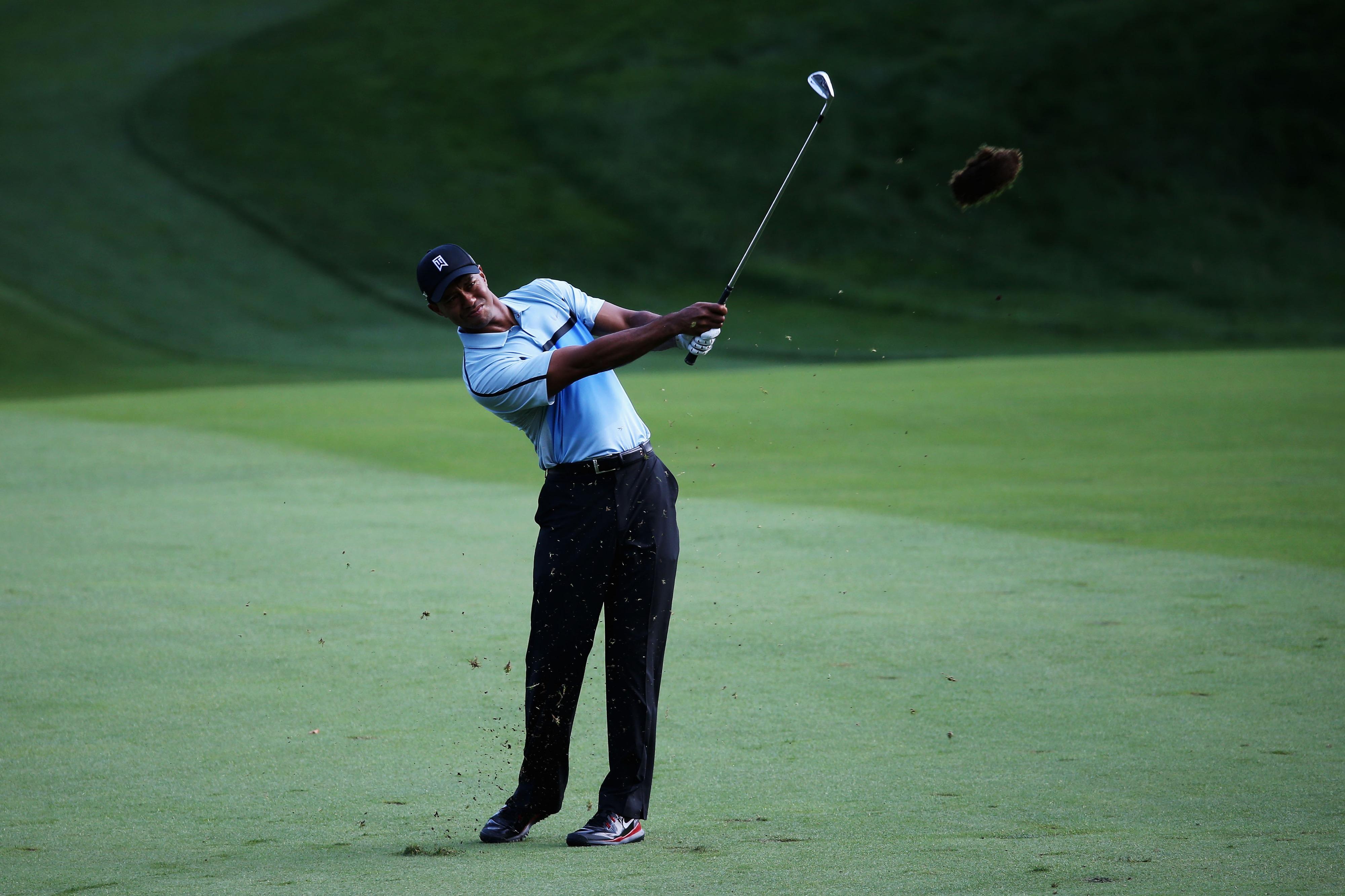 2013 PGA Championship leaderboard: Tiger Woods makes turn 2 shots back