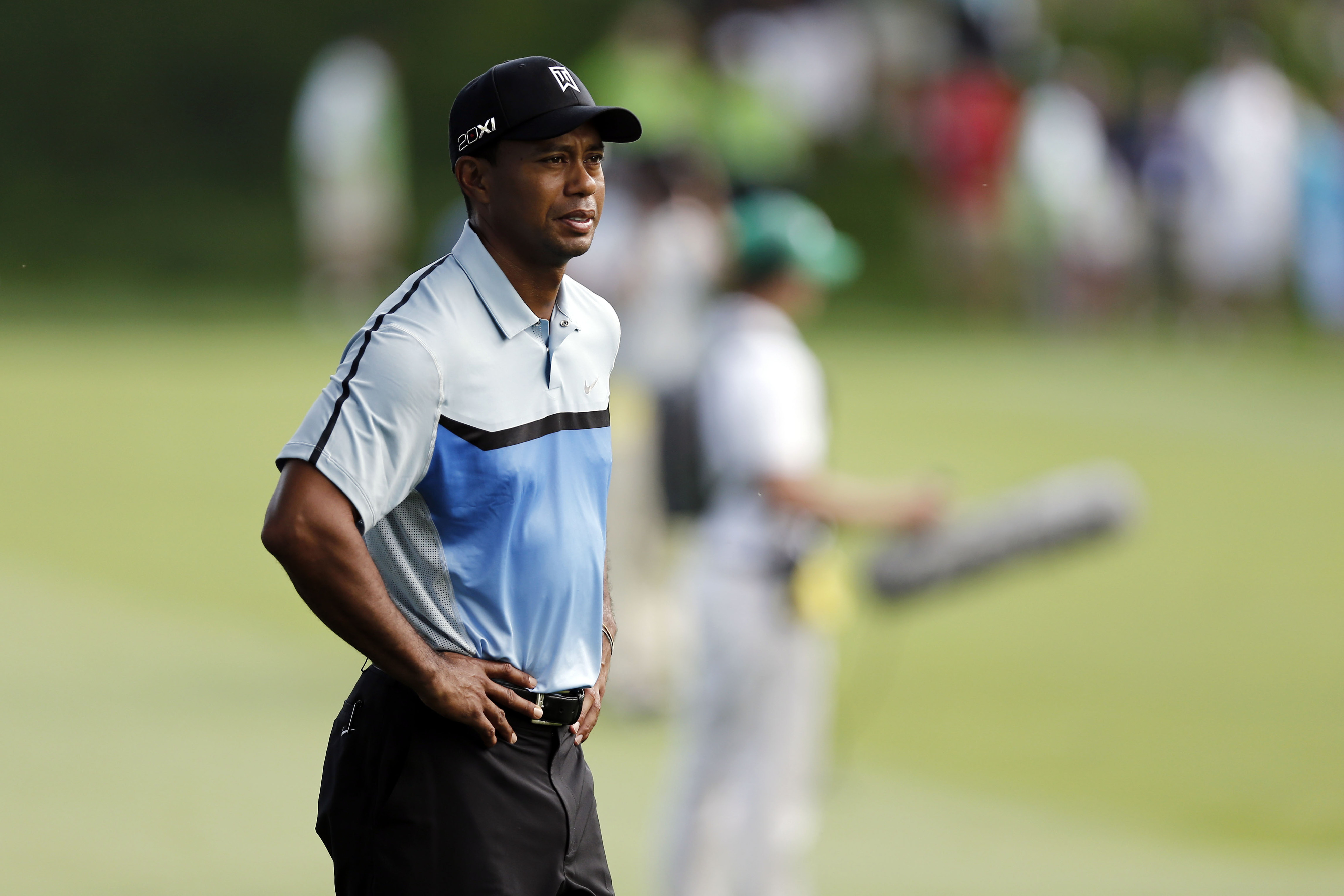 2013 PGA Championship: Tiger Woods struggling early as others go low