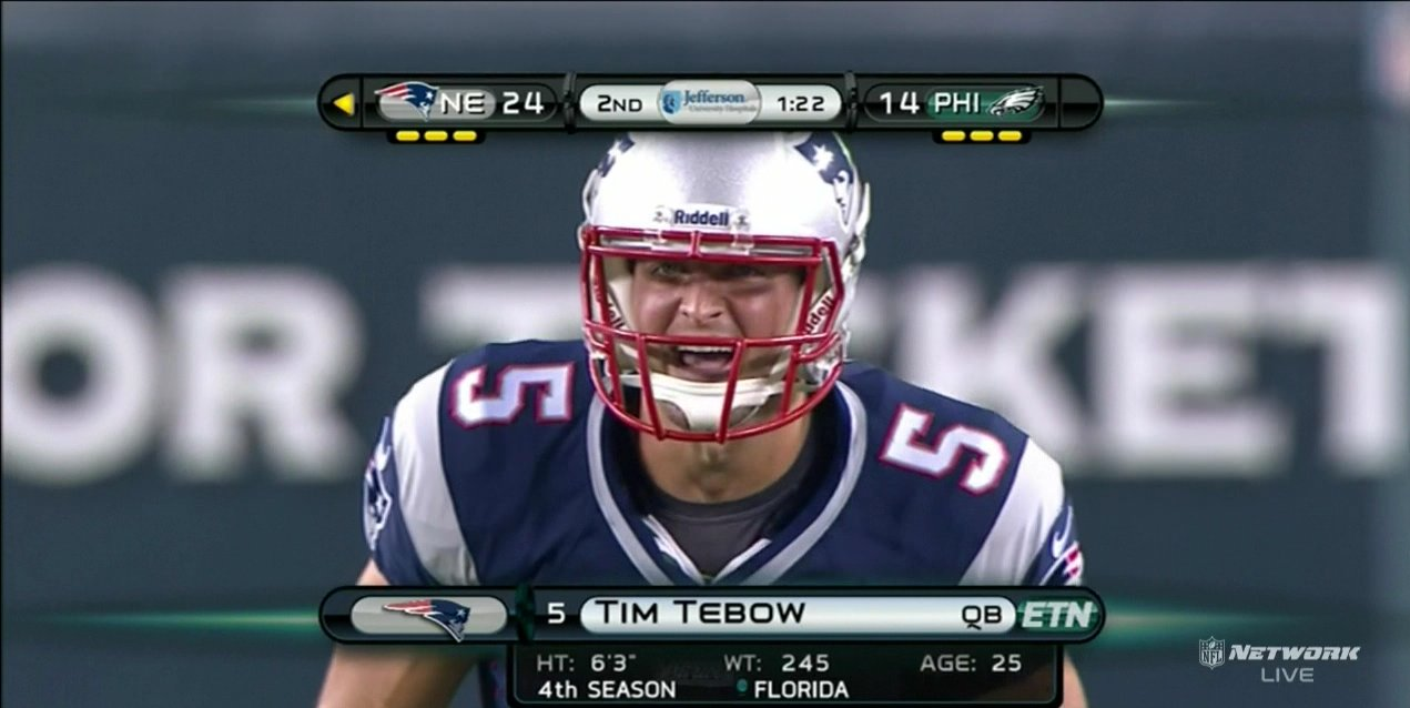 Tim Tebow enters Patriots-Eagles game
