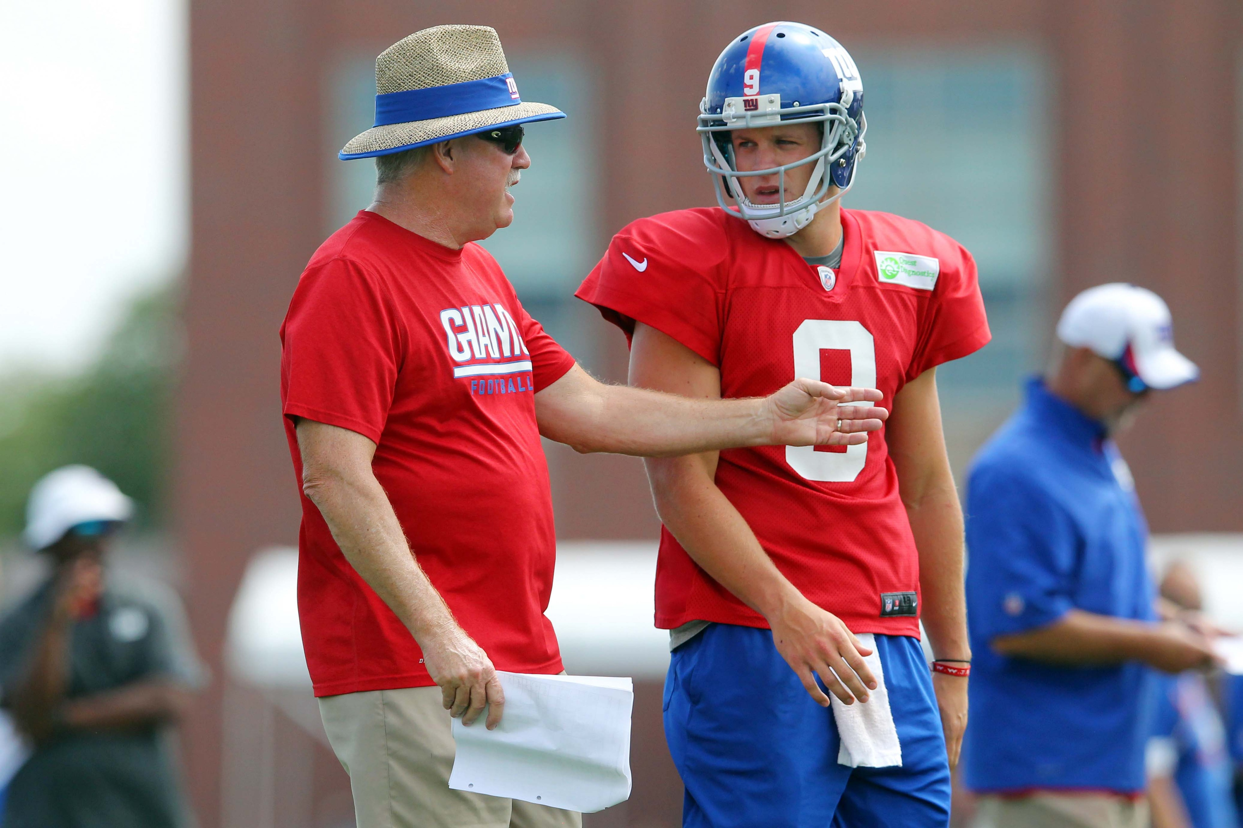 Kevin Gilbride and Ryan Nassib during practice
