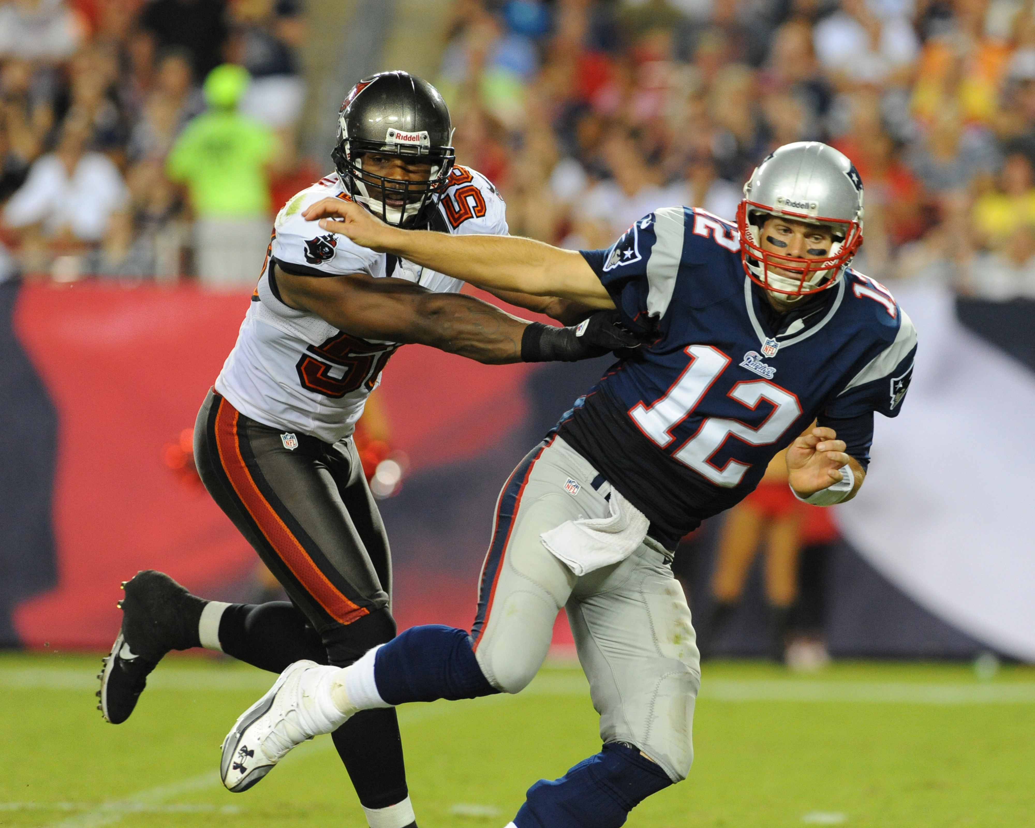 Tom Brady injured during joint Bucs Patriots practice