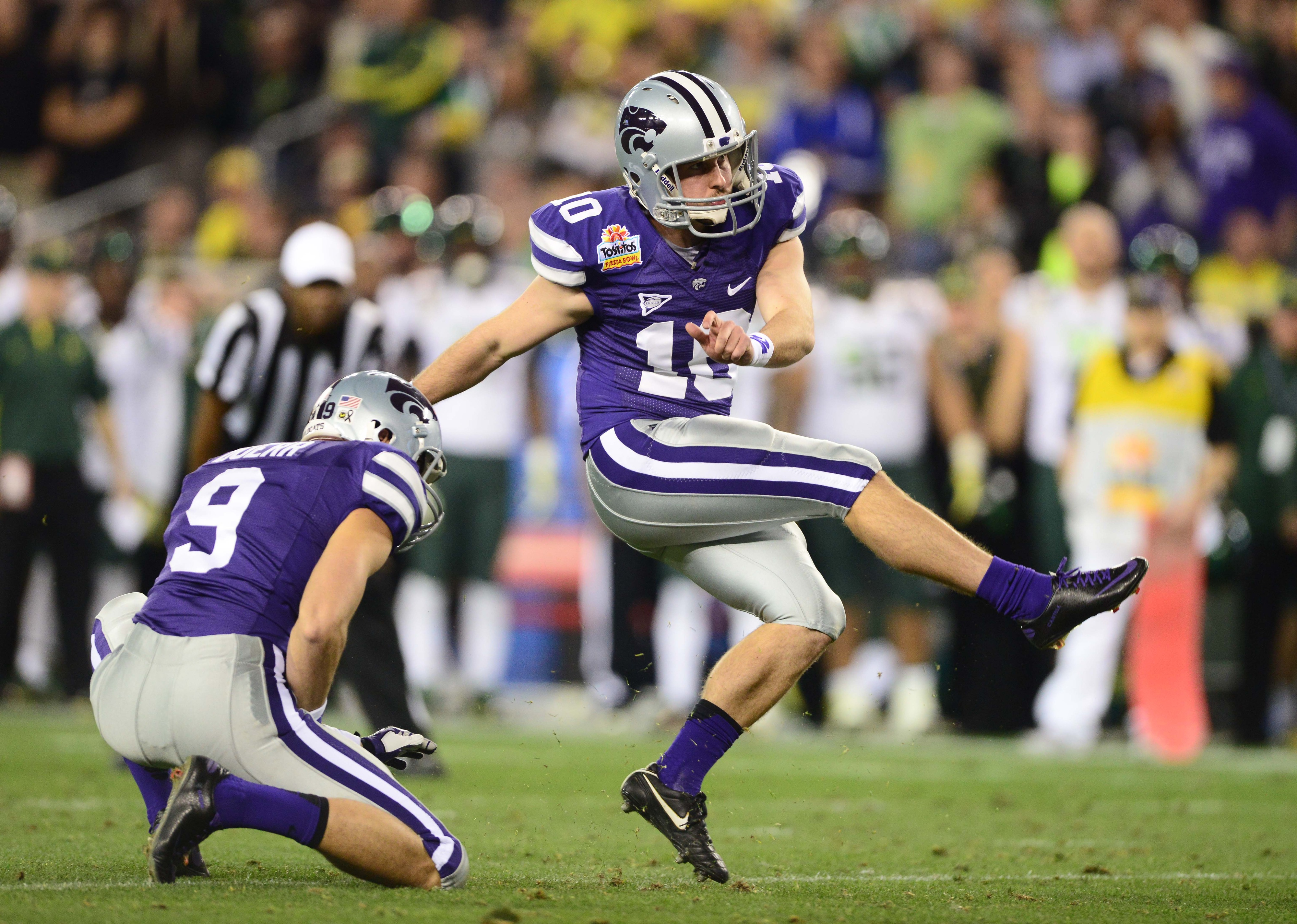 How many times can I use a photo of Anthony Cantele to illustrate one of our other kickers? Today, it's his brother, so at least the name is the same.