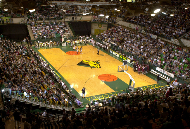 You see this? FANS!! But this pic is from 1998. It needs to look like this again this year (except for the electric goat logo at center court).
