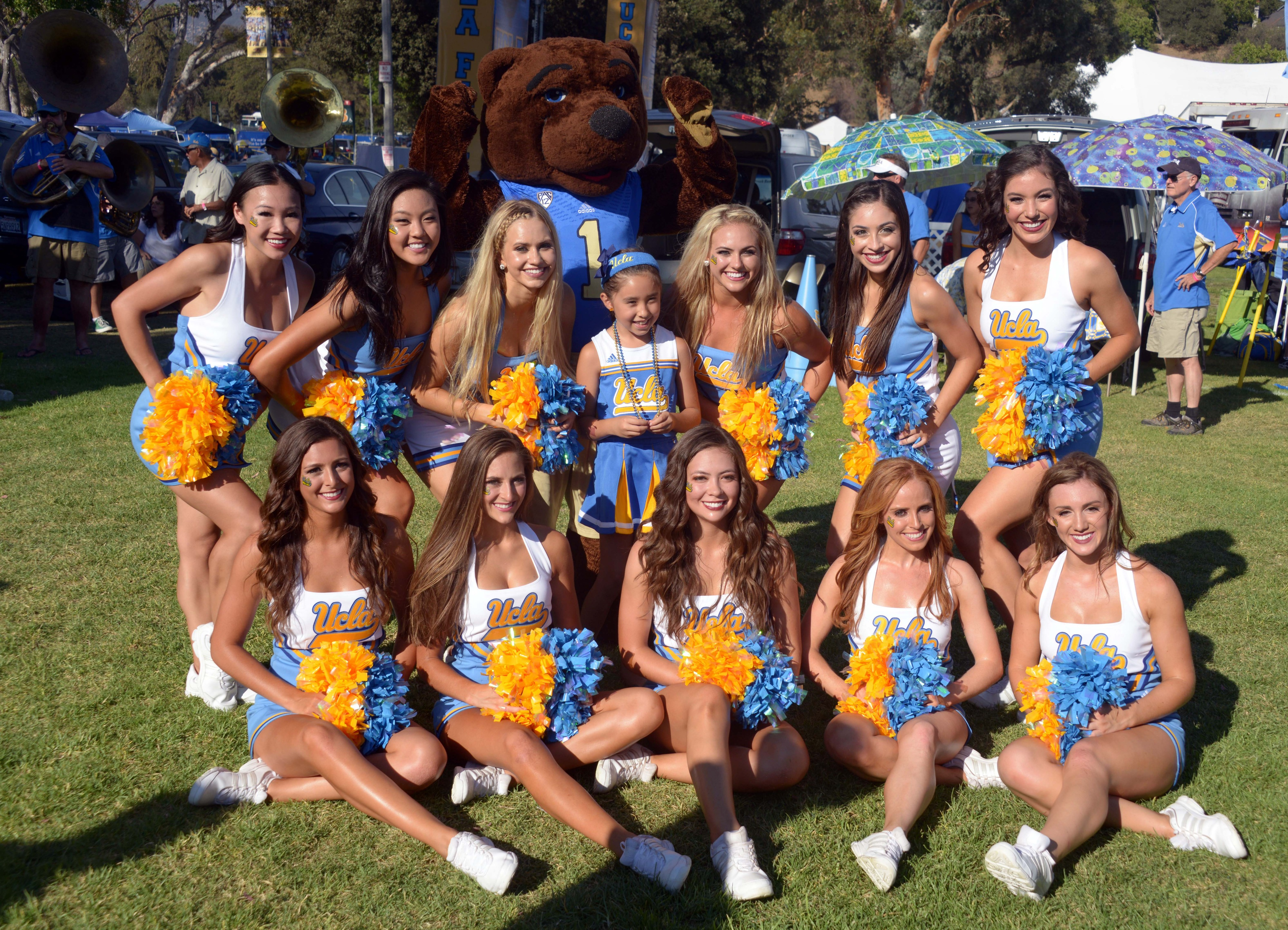 RUN GIRLS RUN IT'S A BEAR