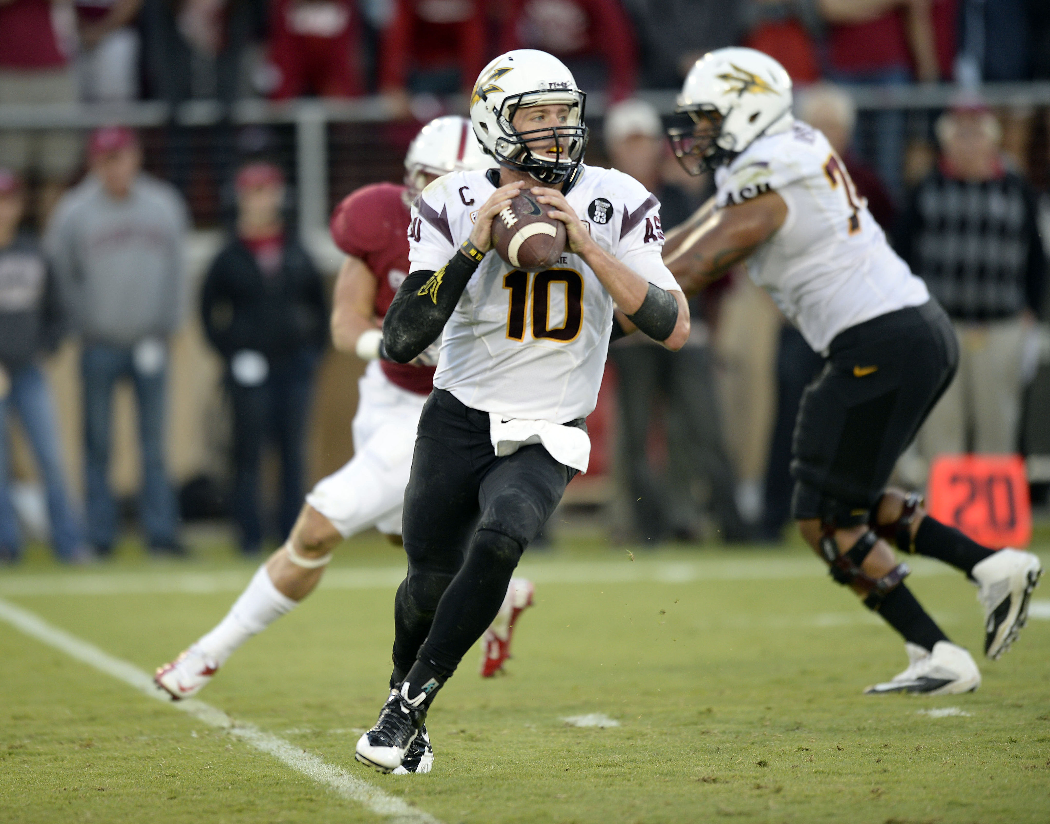 Taylor Kelly had a few gut checks from the Stanford defensive line.