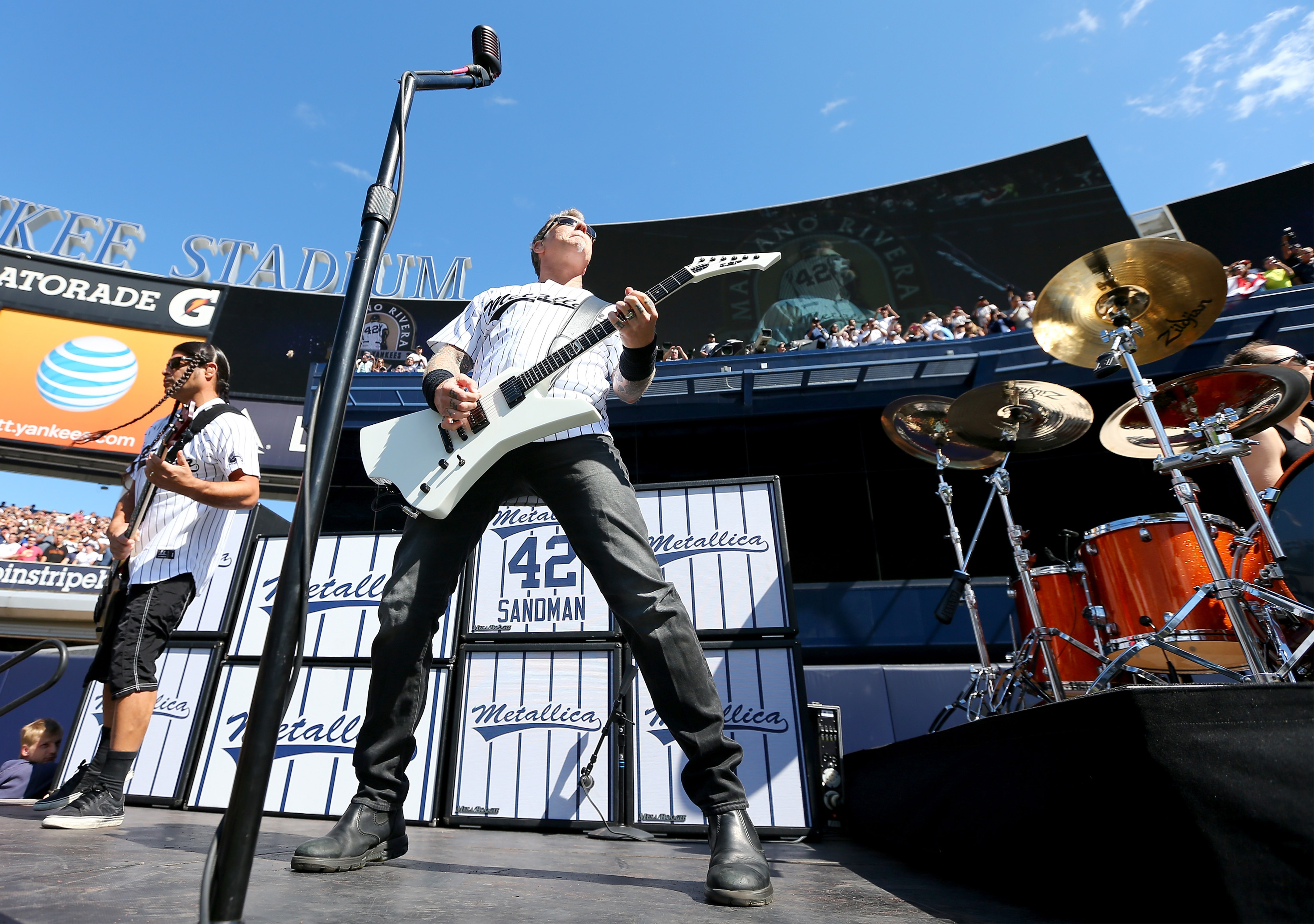 Metallica visits Yankee Stadium to say farewell to Mariano Rivera