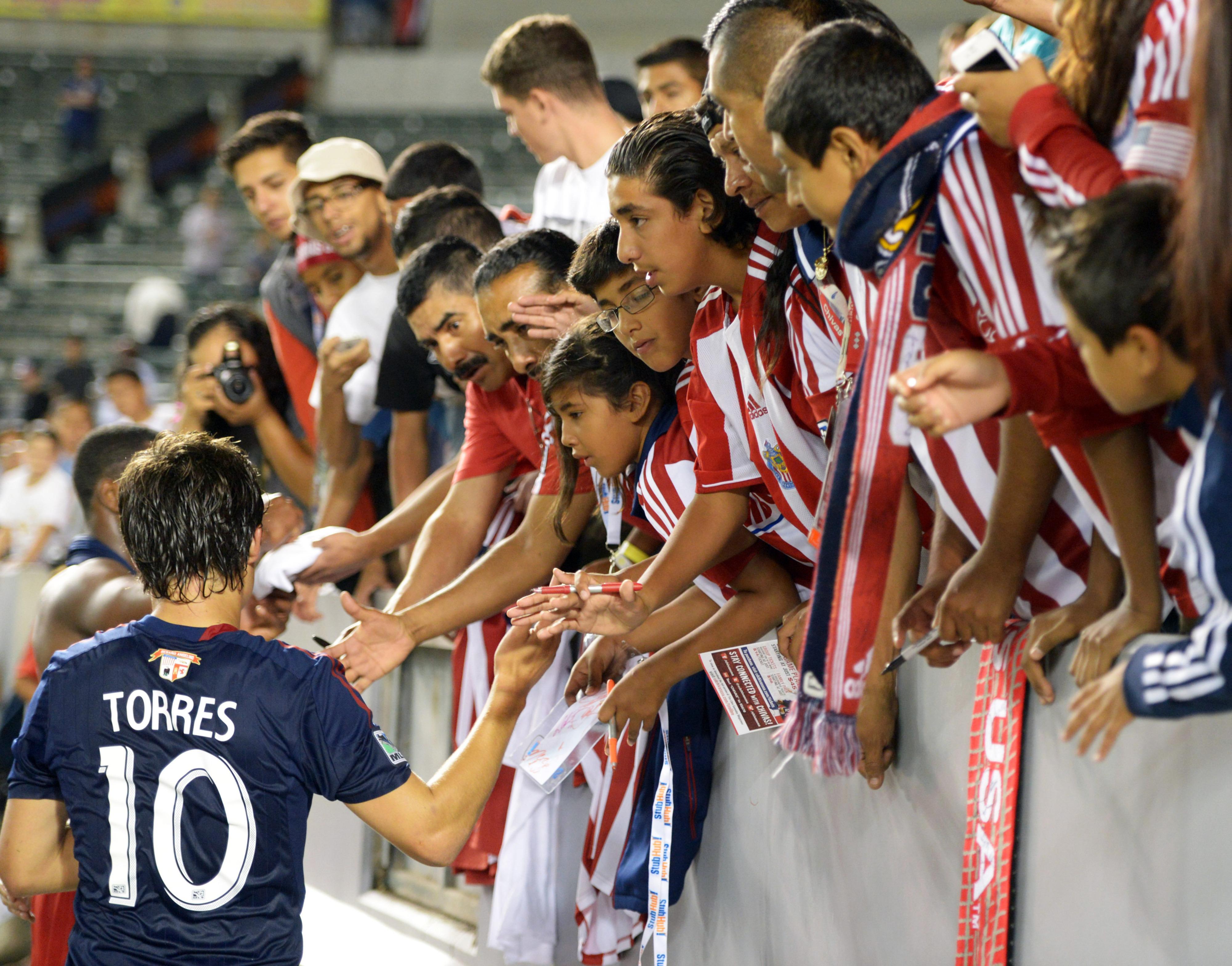 Cubo Torres greets fans