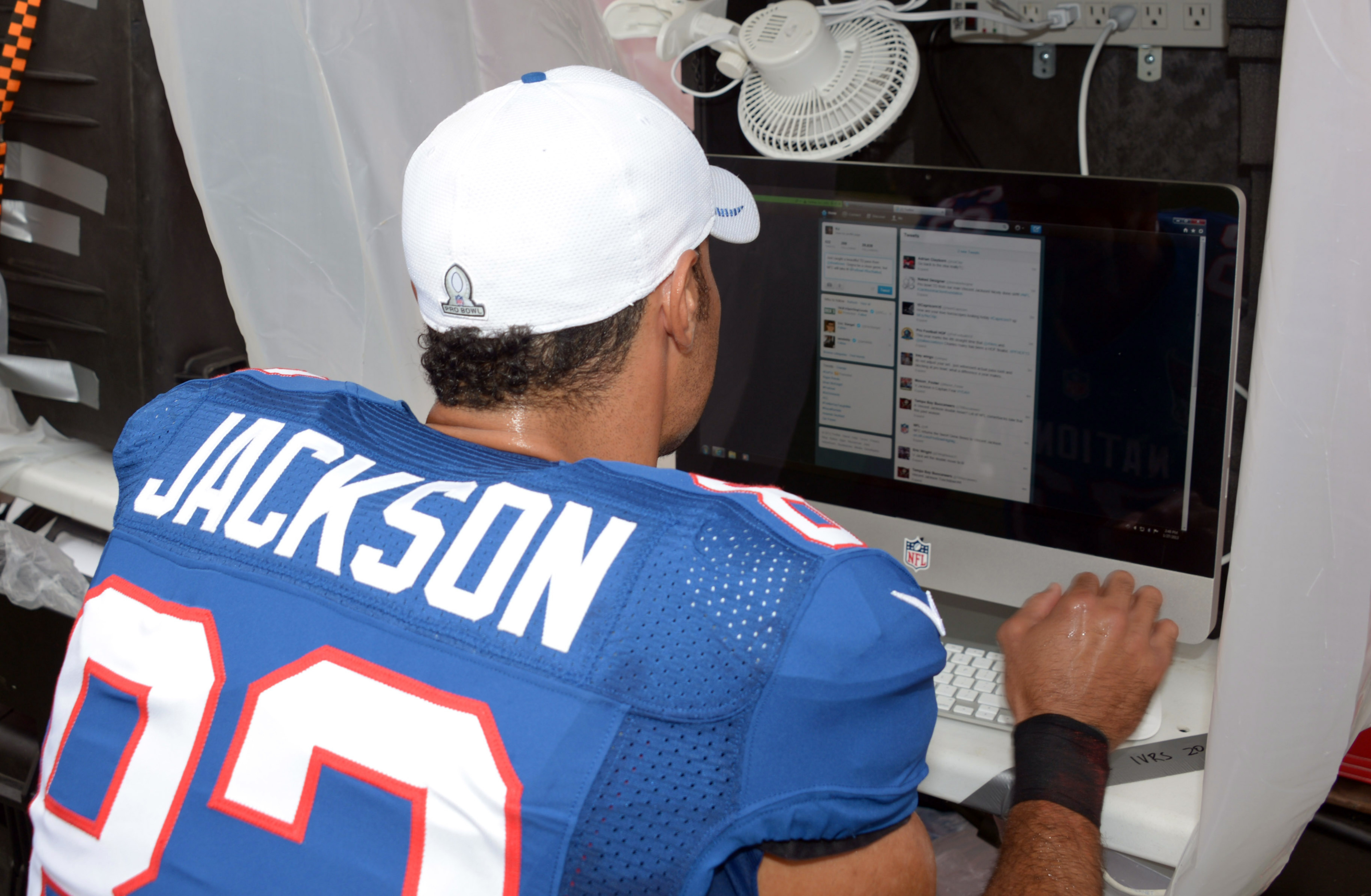 This has nothing to do with the Texans, but see the Twitter page on the screen?