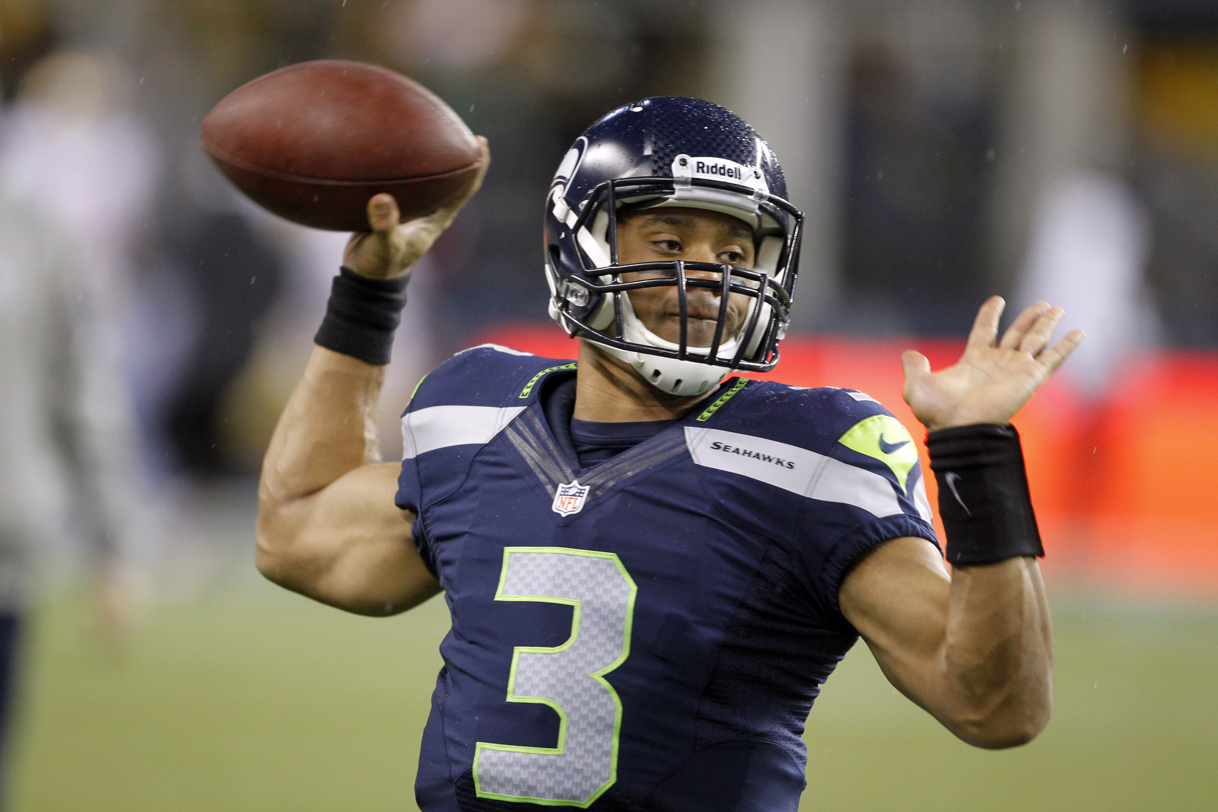 Russell Wilson has some gigantic triceps