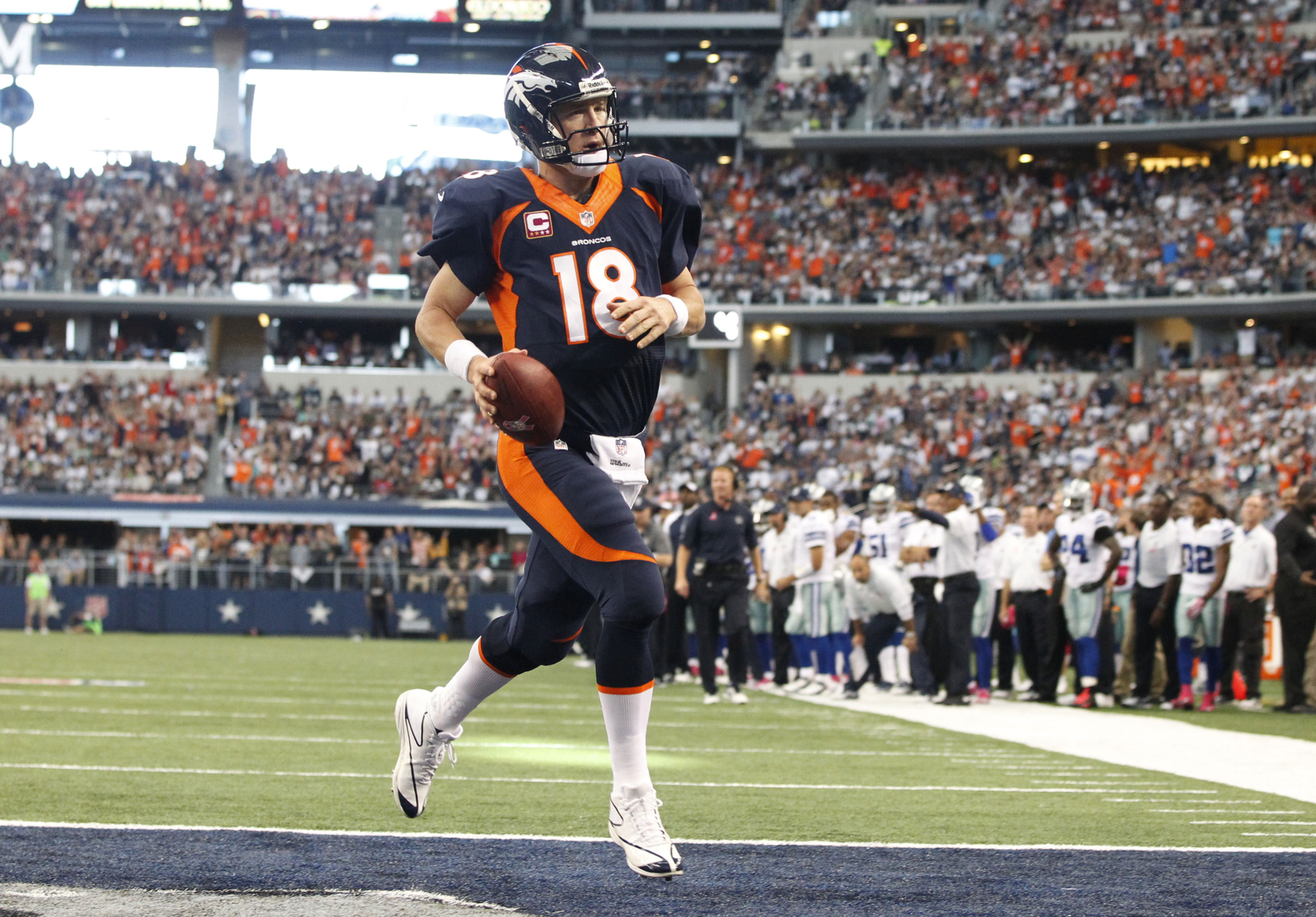 Peyton Manning leads the Broncos to a record-breaking start