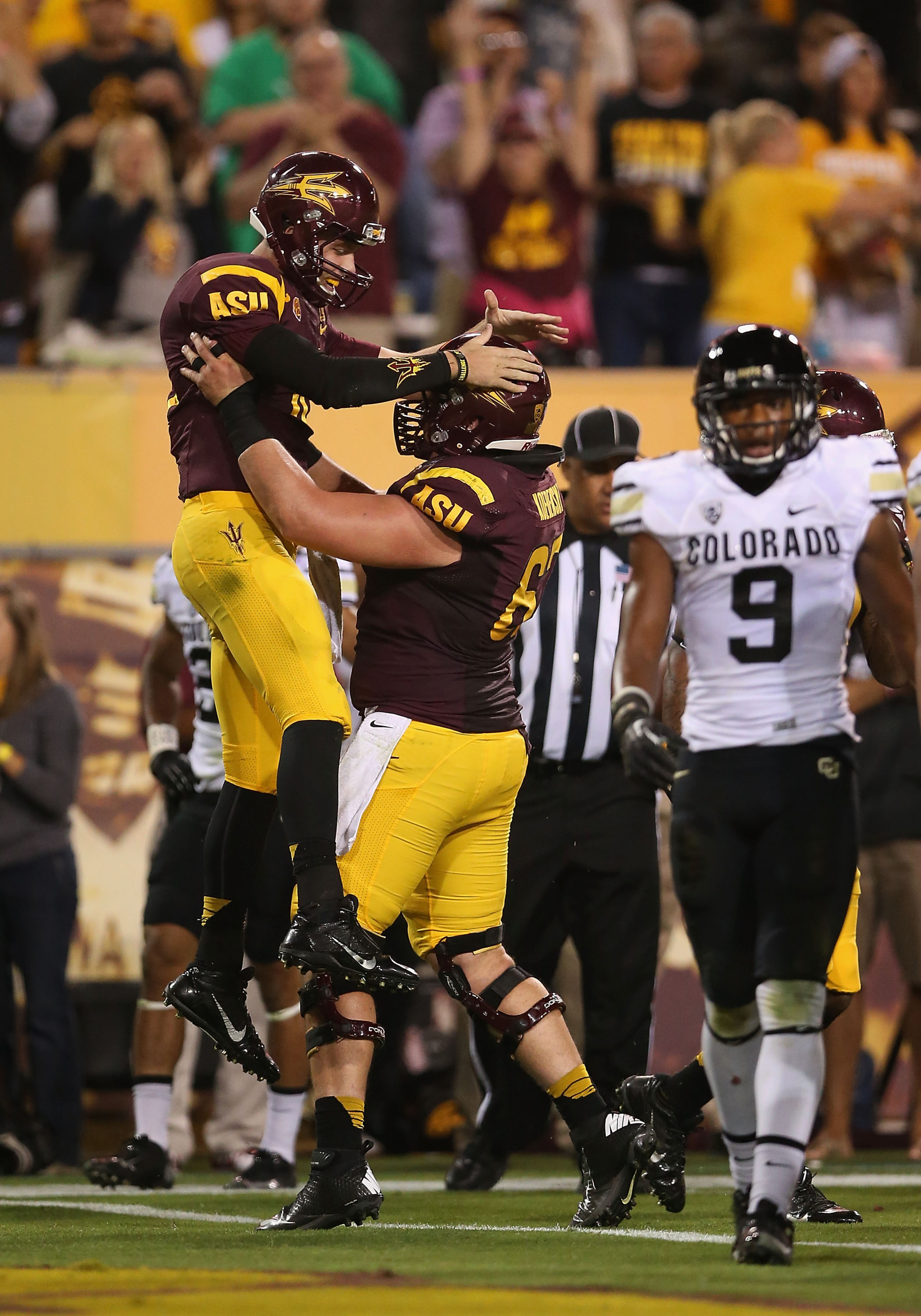 Taylor Kelly threw for 223 yards and two touchdowns in the first half of a 54-13 victory over Colorado.