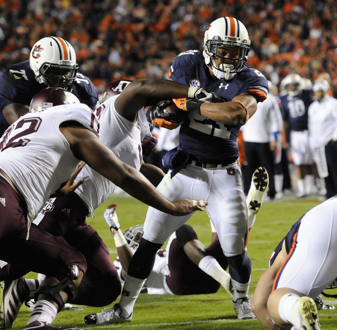Auburn's Tre Mason scores in the first half of their college football game against Texas A&M on Saturday, Oct. 27.