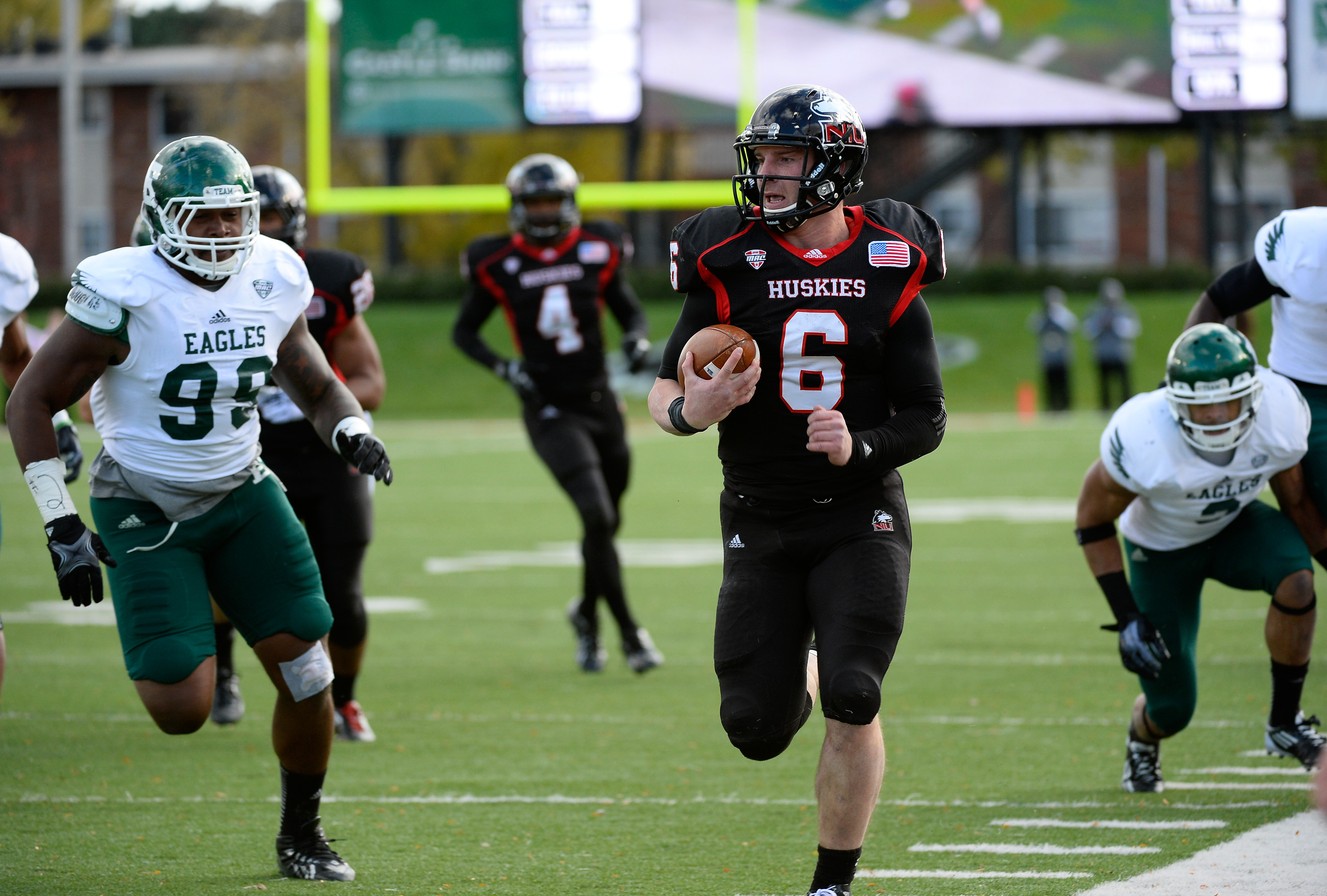 Jordan Lynch and the NIU Huskies are closing in quickly on the No. 1 Fresno State Bulldgos.