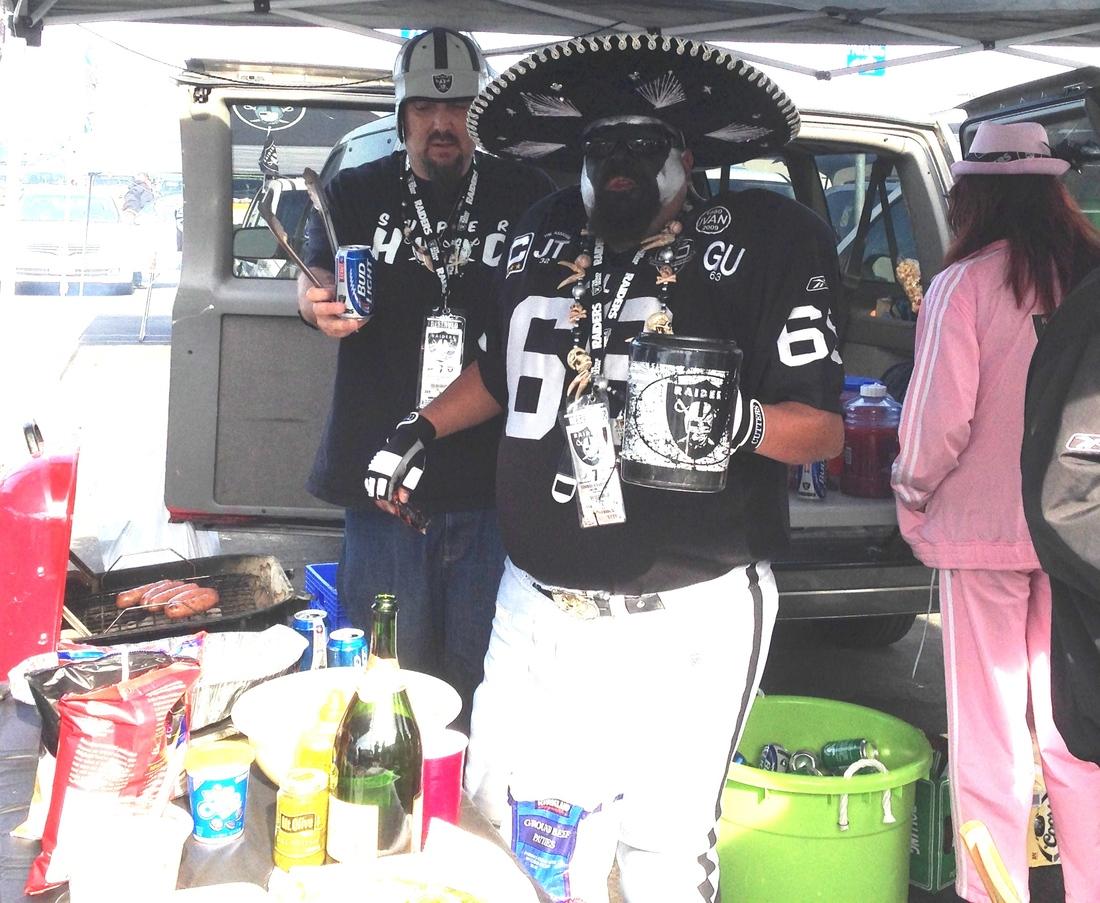Oakland Raiders Tailgators