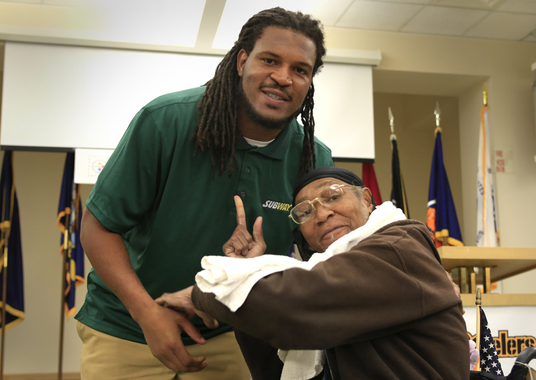 Steelers rookie Jarvis Jones meets with veterans at the Southwest Veterans Center in Pittsburgh 11/5/2013