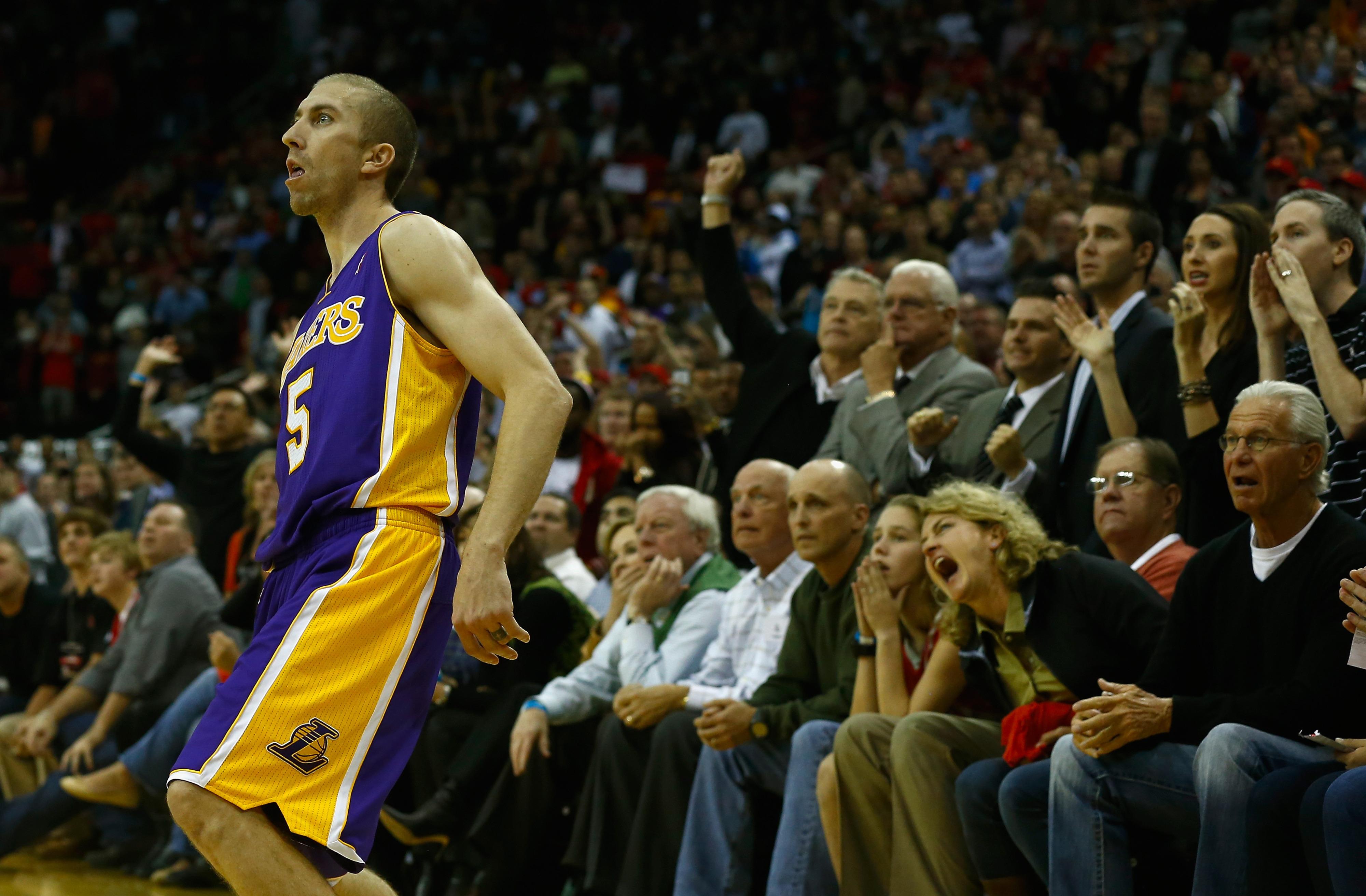 Lakers beat Rockets on Steve Blake game-winner, 99-98