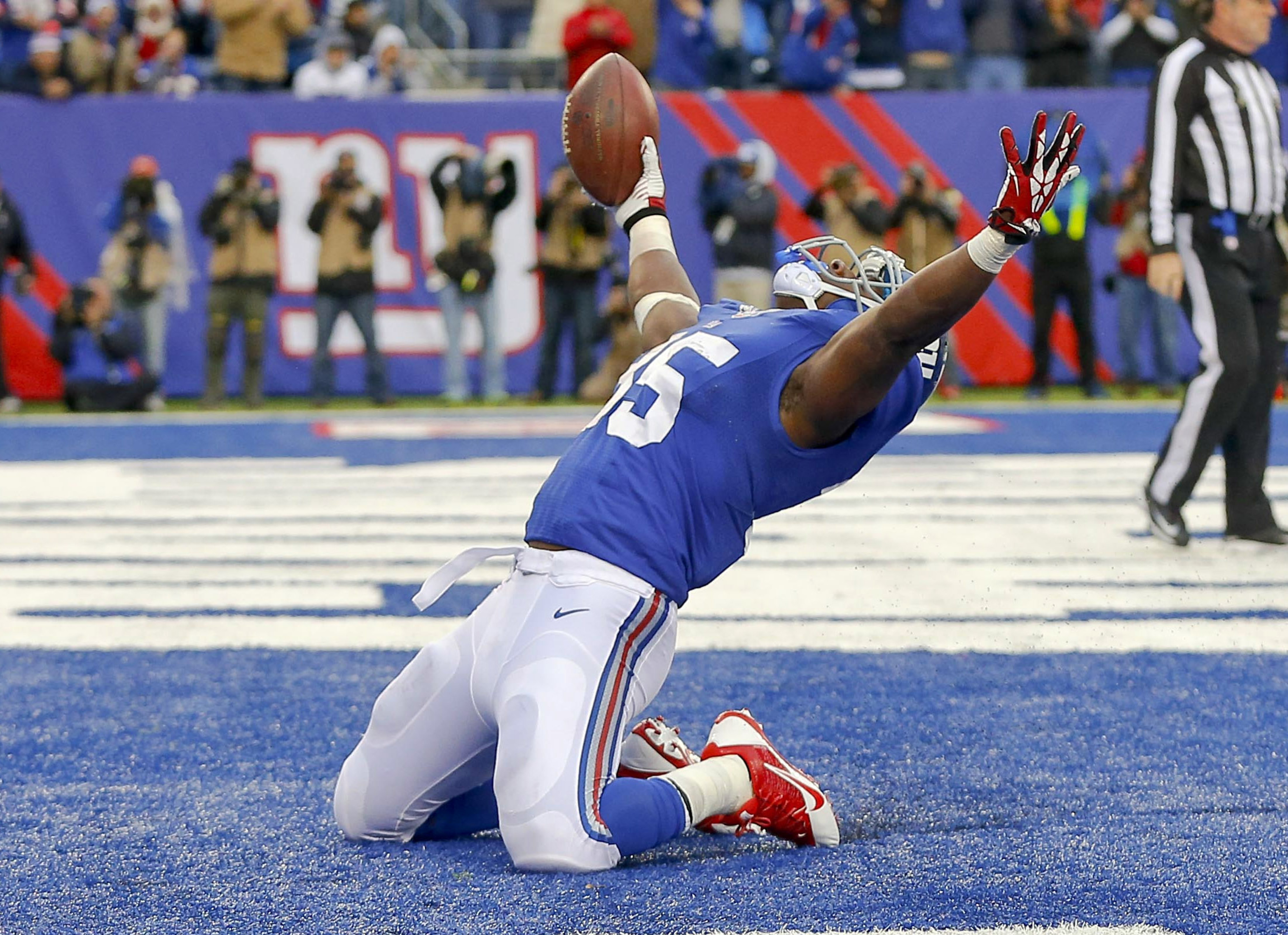 Andre Brown celebrates after scoring a touchdown on Sunday
